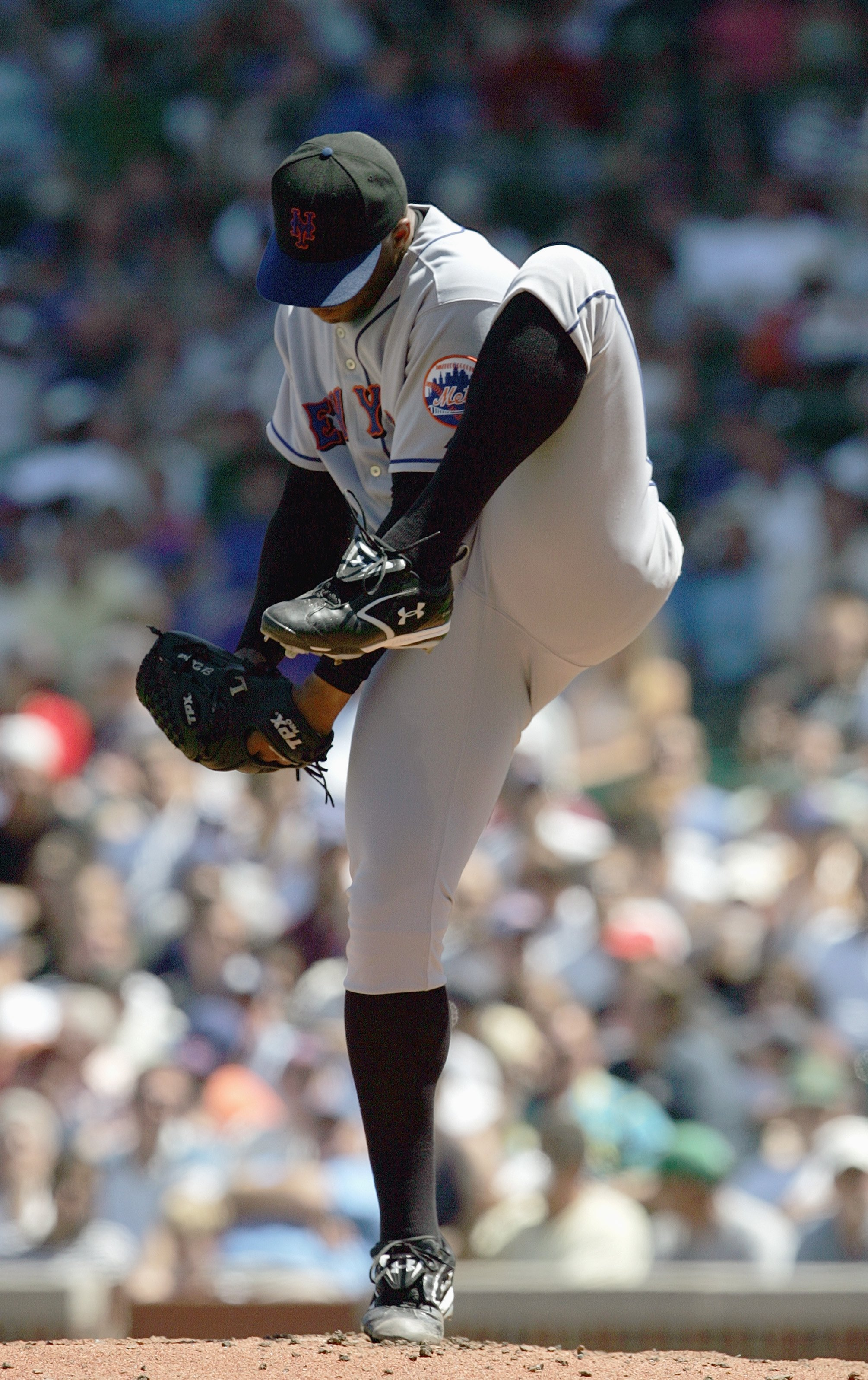 CHICAGO - AUGUST 3: Orlando Hernandez #26 of the New York Mets winds up to pitch during the game against the Chicago Cubs on August 3, 2007 at Wrigley Field in Chicago, Illinois. (Photo by Jonathan Daniel/Getty Images)