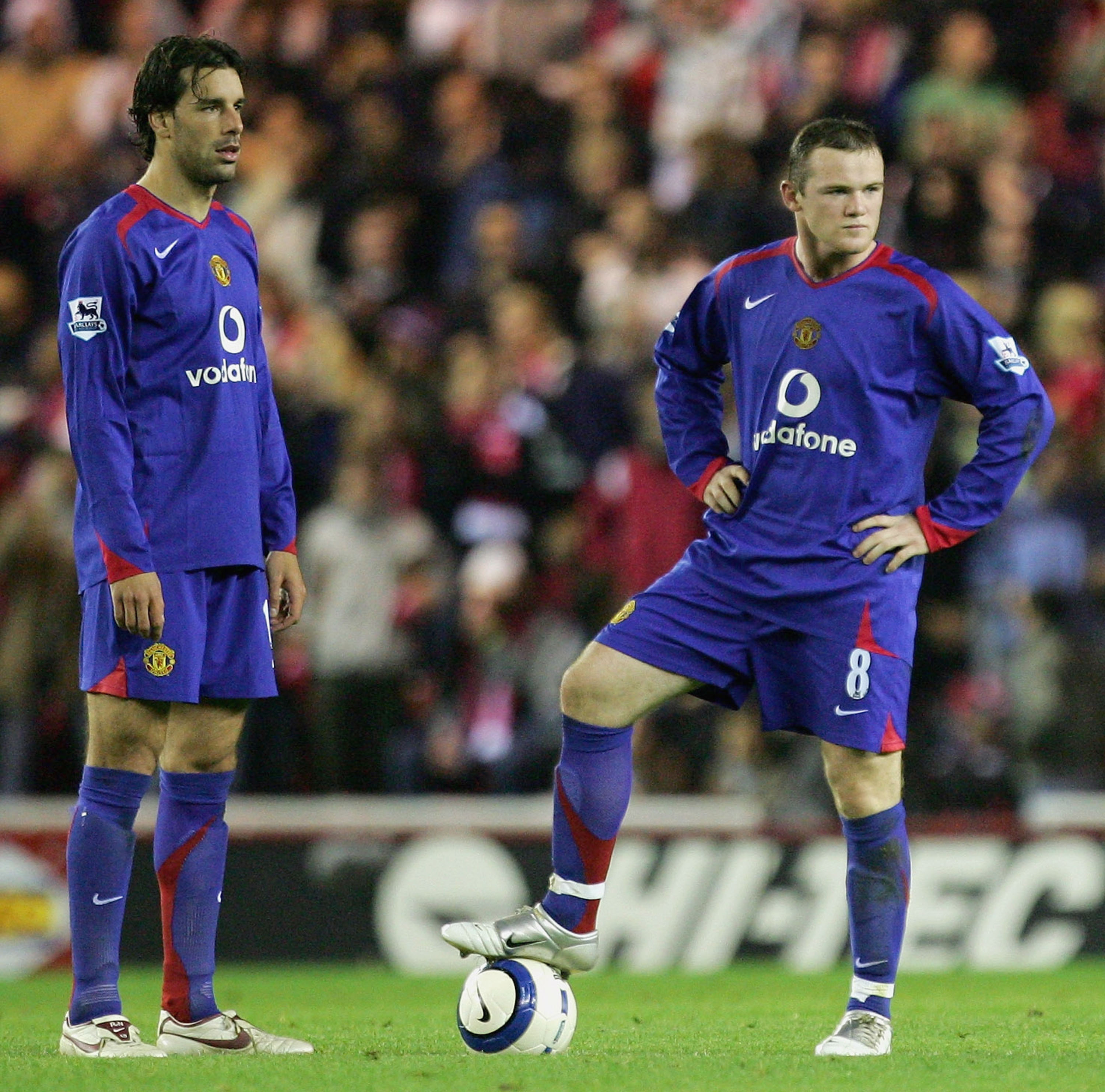 MIDDLESBROUGH, UNITED KINGDOM - OCTOBER 29: Ruud Van Nistelrooy and Wayne Rooney of Manchester United show their frustration during the Barclays Premiership match between Middlesbrough and Manchester United at the Riverside Stadium on October 29, 2005 in