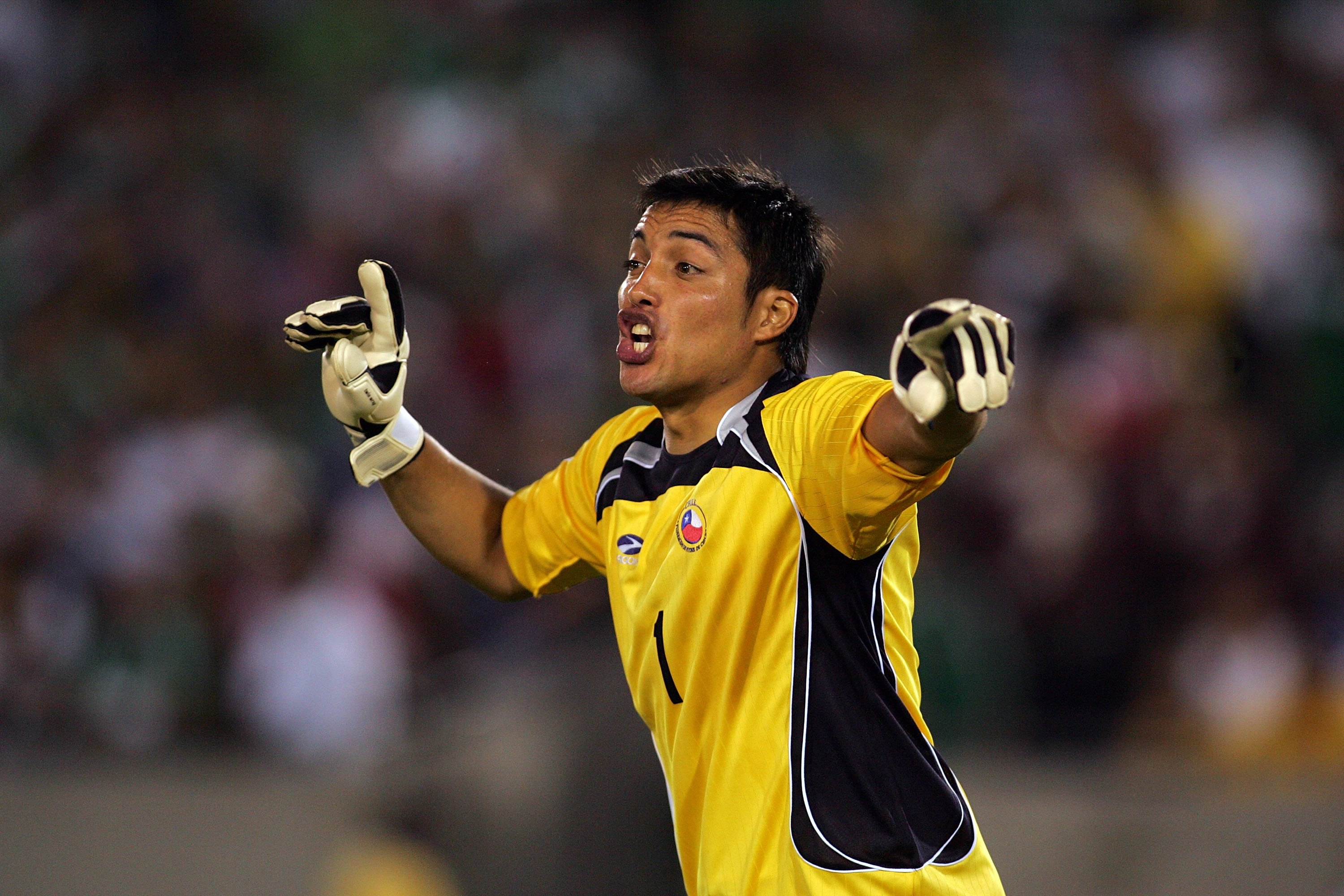 LOS ANGELES, CA - SEPTEMBER 24:  Goalkeeper Miguel Pinto #1 of Chile positions his defense prior to a corner kick by Mexico during their International Friendly match at the Los Angeles Memorial Coliseum on September 24, 2008 in Los Angeles, California. Ch
