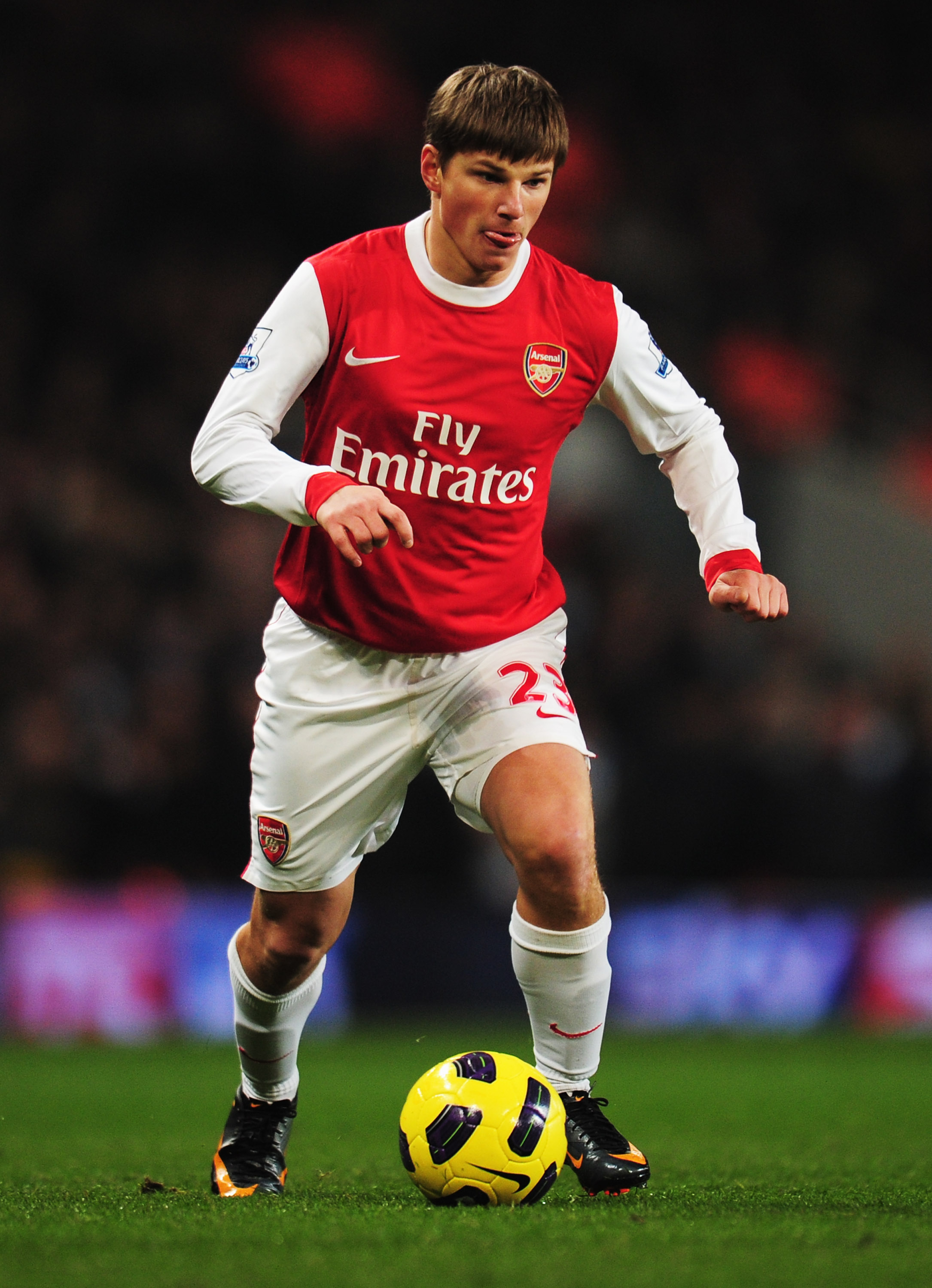 LONDON, ENGLAND - JANUARY 05:  Andrey Arshavin of Arsenal in action during the Barclays Premier League match between Arsenal and Manchester City at the Emirates Stadium on January 5, 2011 in London, England.  (Photo by Shaun Botterill/Getty Images)