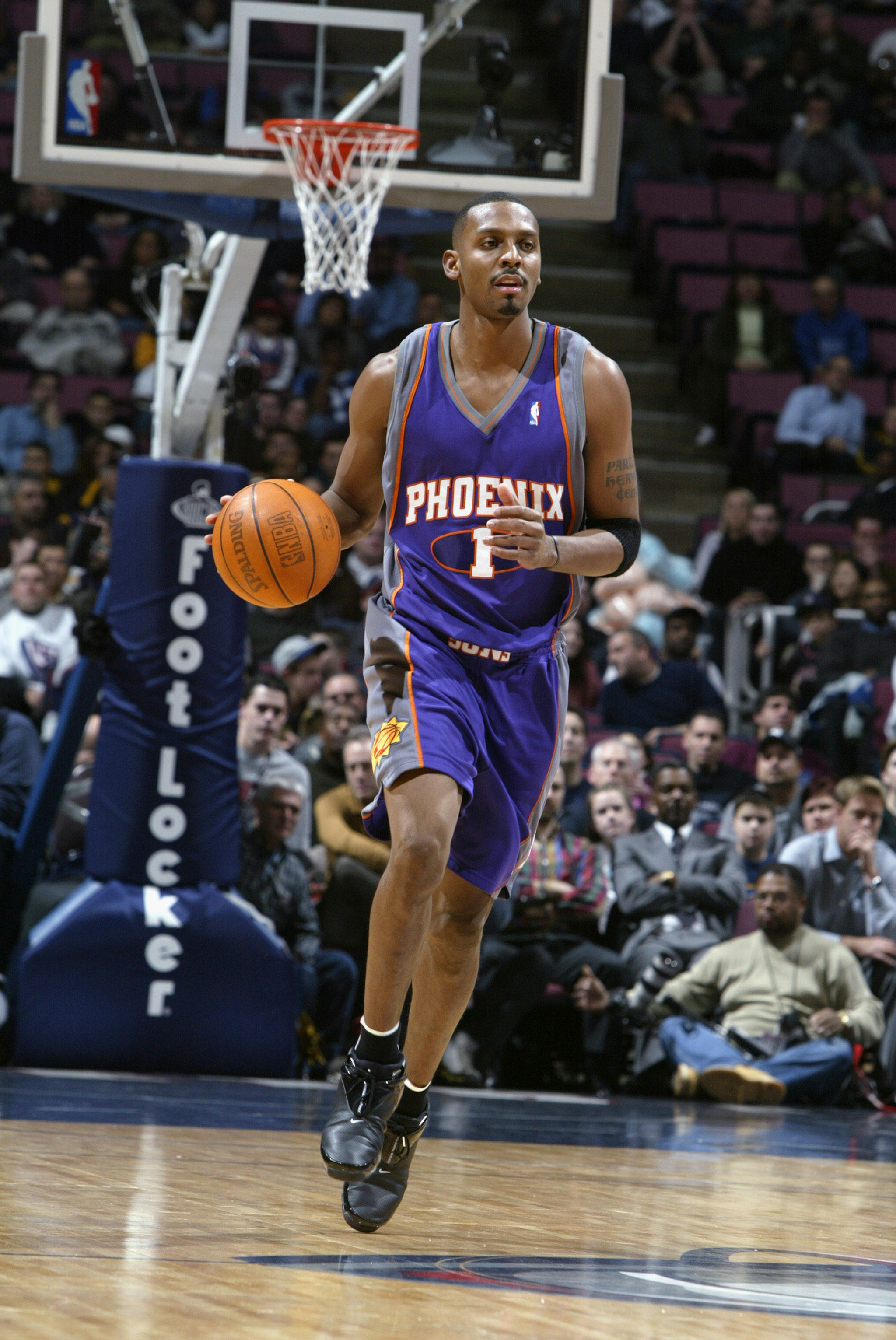 EAST RUTHERFORD, NJ - DECEMBER 9:  Guard Anfernee Hardaway #1 of the Phoenix Suns dribbles the ball up the floor against the New Jersey Nets during the game at Continental Airlines Arena on December 9, 2002 in East Rutherford, New Jersey.  The Nets won 10