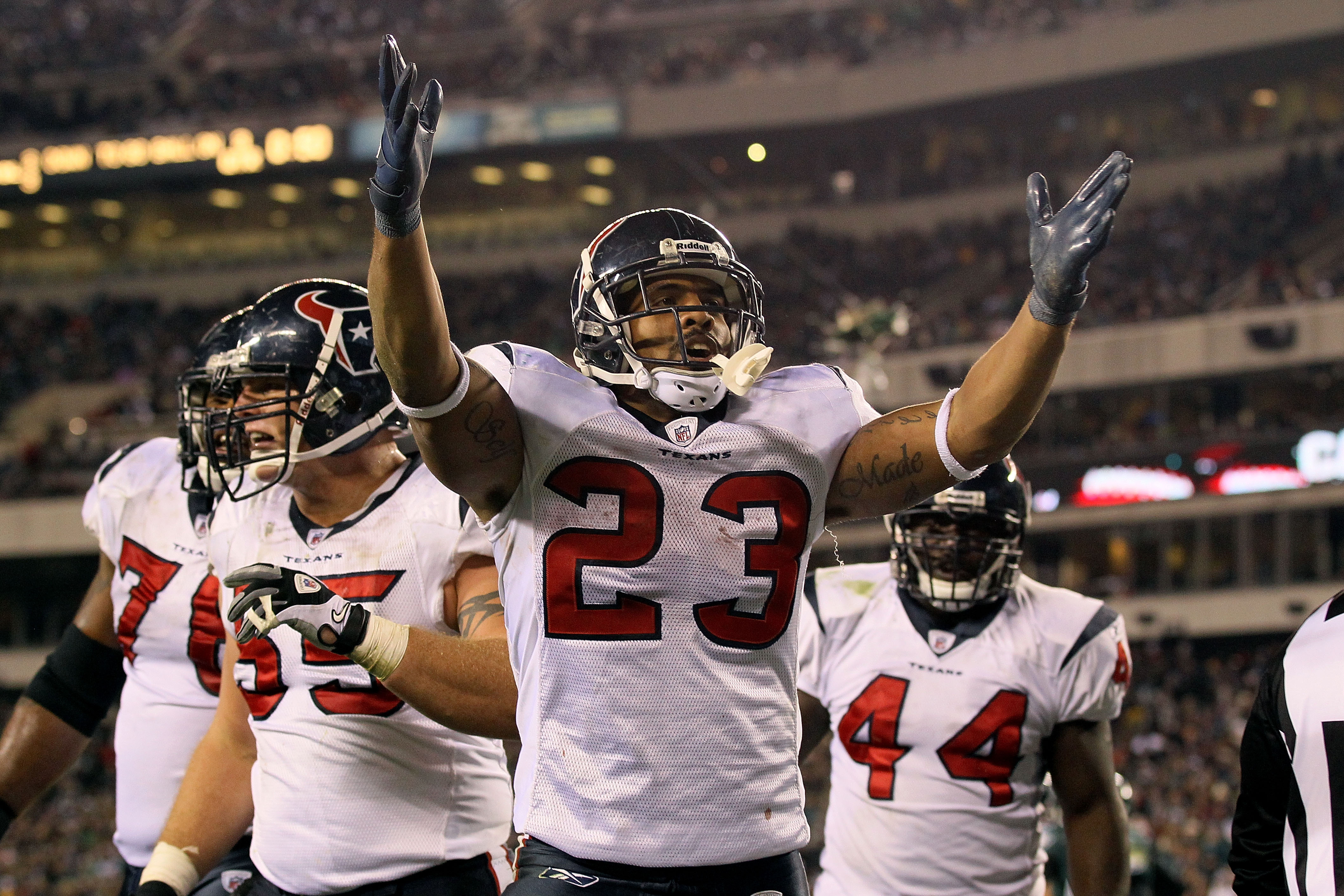 PHILADELPHIA, PA - DECEMBER 02:  Arian Foster #23 of the Houston Texans celebrates after he scored a 3-yard rushing touchdown in the third quarter against the Philadelphia Eagles at Lincoln Financial Field on December 2, 2010 in Philadelphia, Pennsylvania