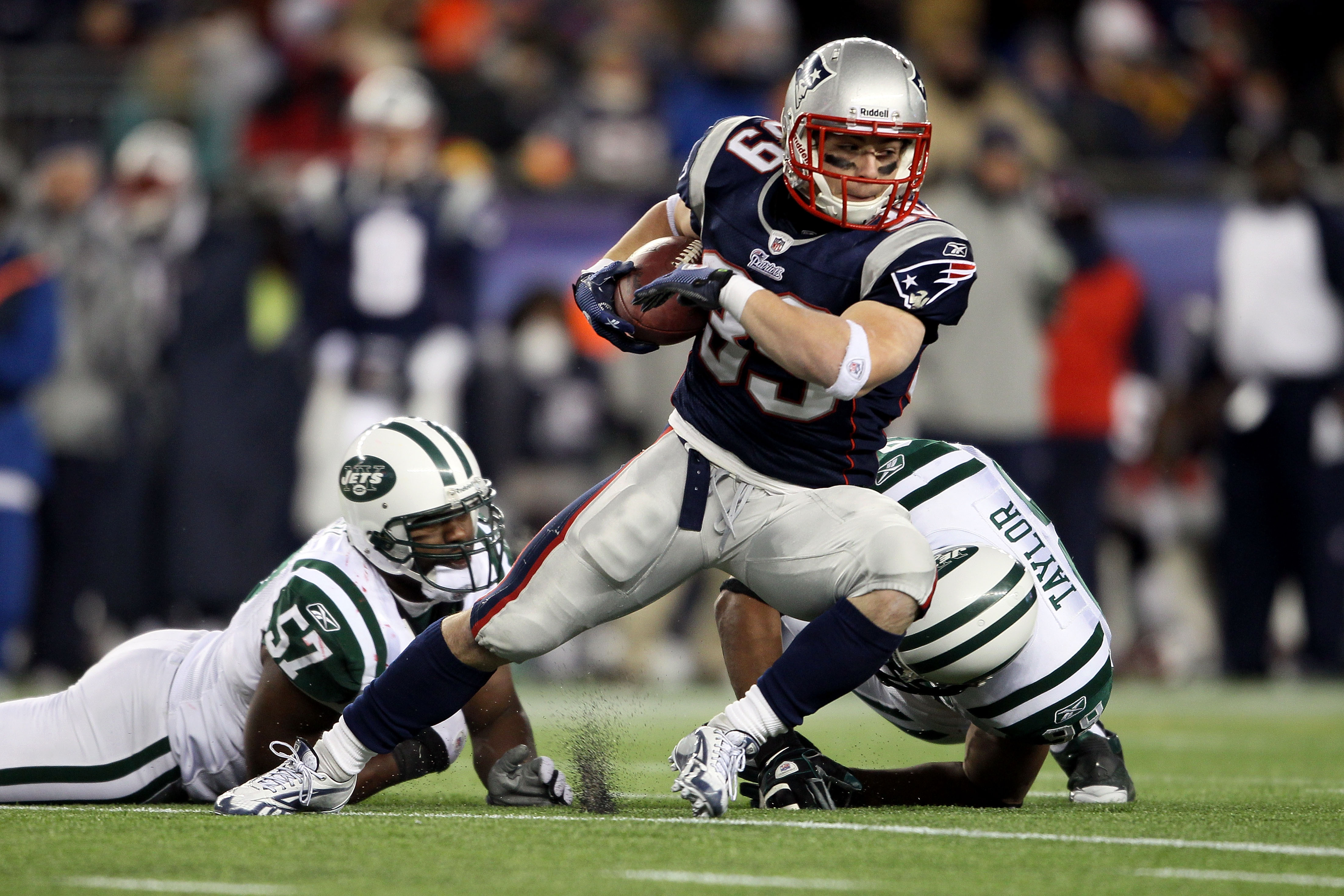 FOXBORO, MA - DECEMBER 06:  Danny Woodhead #39 of the New England Patriots runs with the ball against Bart Scott #57 and Jason Taylor #99 of the New York Jets at Gillette Stadium on December 6, 2010 in Foxboro, Massachusetts.  (Photo by Elsa/Getty Images)