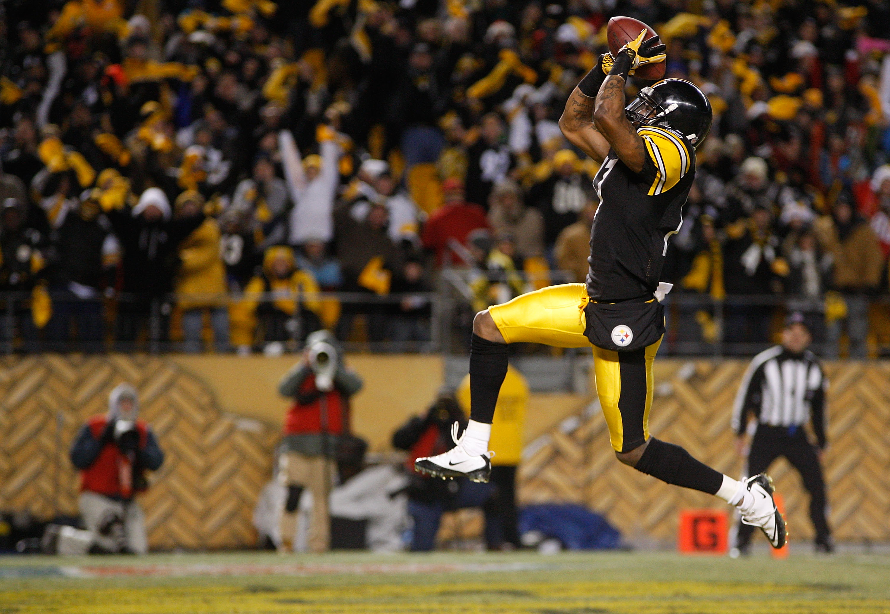 PITTSBURGH - DECEMBER 23:  Mike Wallace #17 of the Pittsburgh Steelers celebrates after scoring a touchdown against the Carolina Panthers during the game on December 23, 2010 at Heinz Field in Pittsburgh, Pennsylvania.  (Photo by Jared Wickerham/Getty Ima