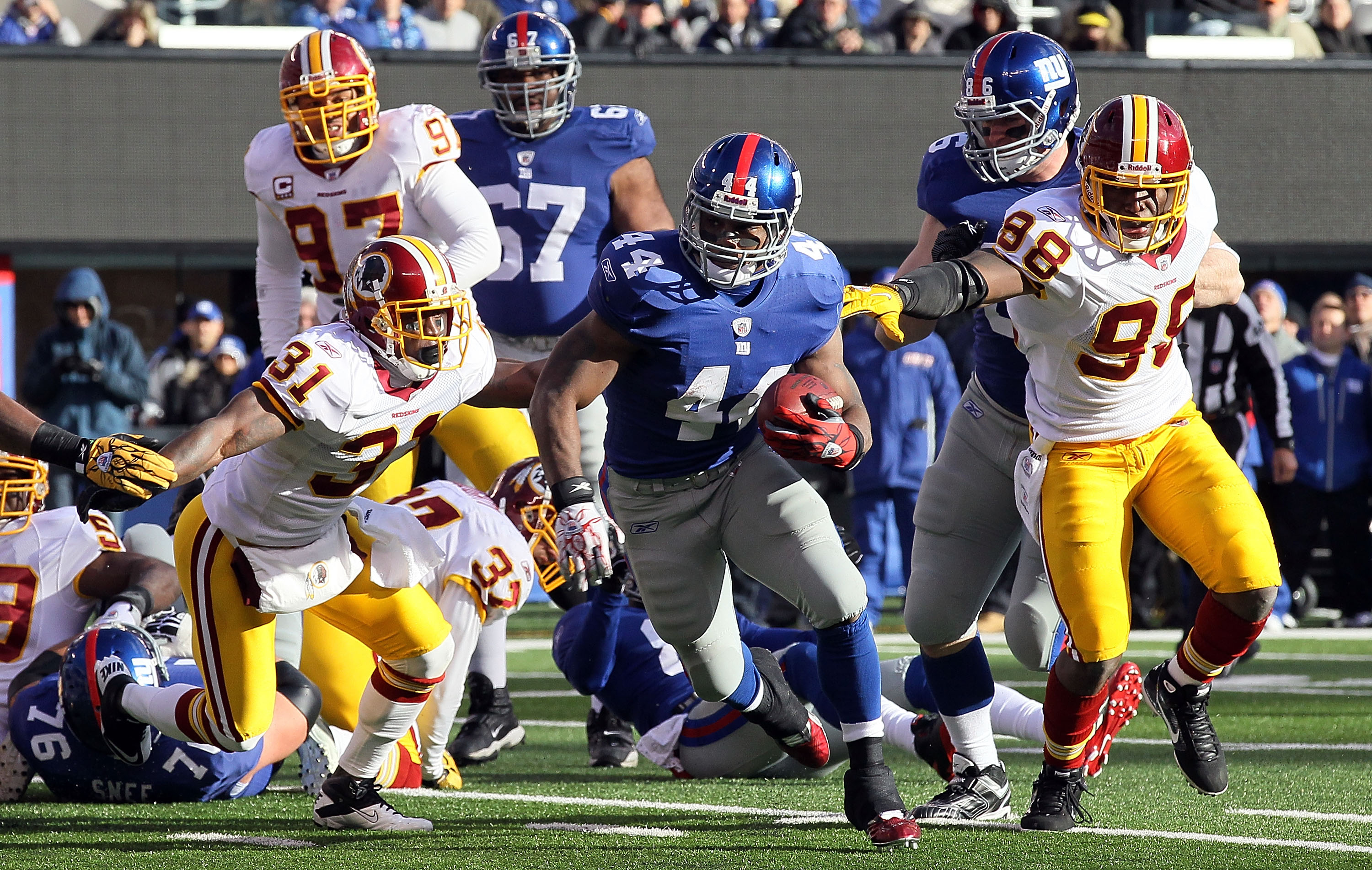 EAST RUTHERFORD, NJ - DECEMBER 05:  Ahmad Bradshaw #44 of the New York Giants runs the ball against the Washington Redskins on December 5, 2010 at the New Meadowlands Stadium in East Rutherford, New Jersey.  (Photo by Jim McIsaac/Getty Images)