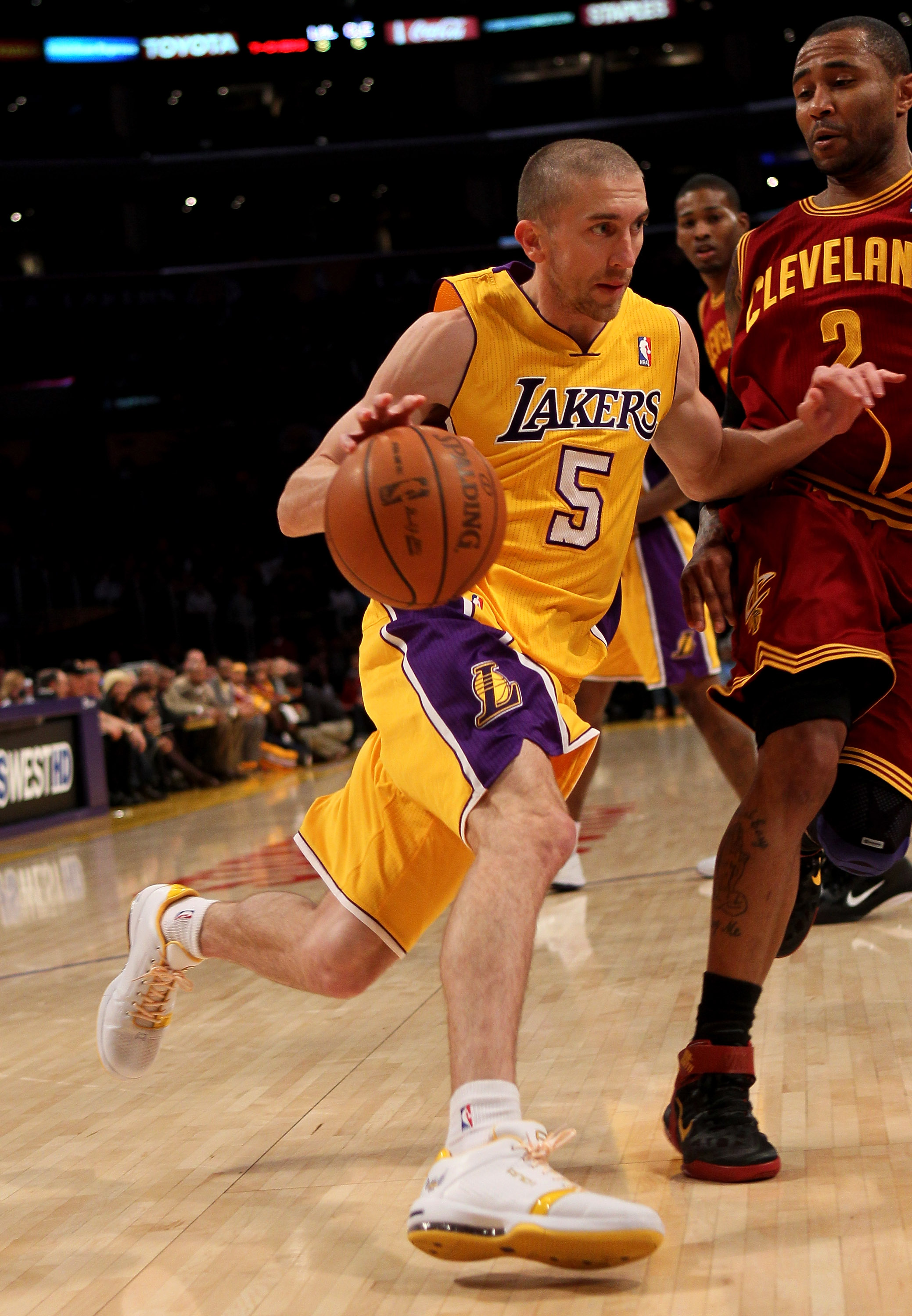 LOS ANGELES, CA - JANUARY 11:  Steve Blake #5 of the Los Angeles Lakers drives against Mo Willimas #2 of the Cleveland Cavaliers at Staples Center on January 11, 2011 in Los Angeles, California.  The Lakers won 112-57.  NOTE TO USER: User expressly acknow