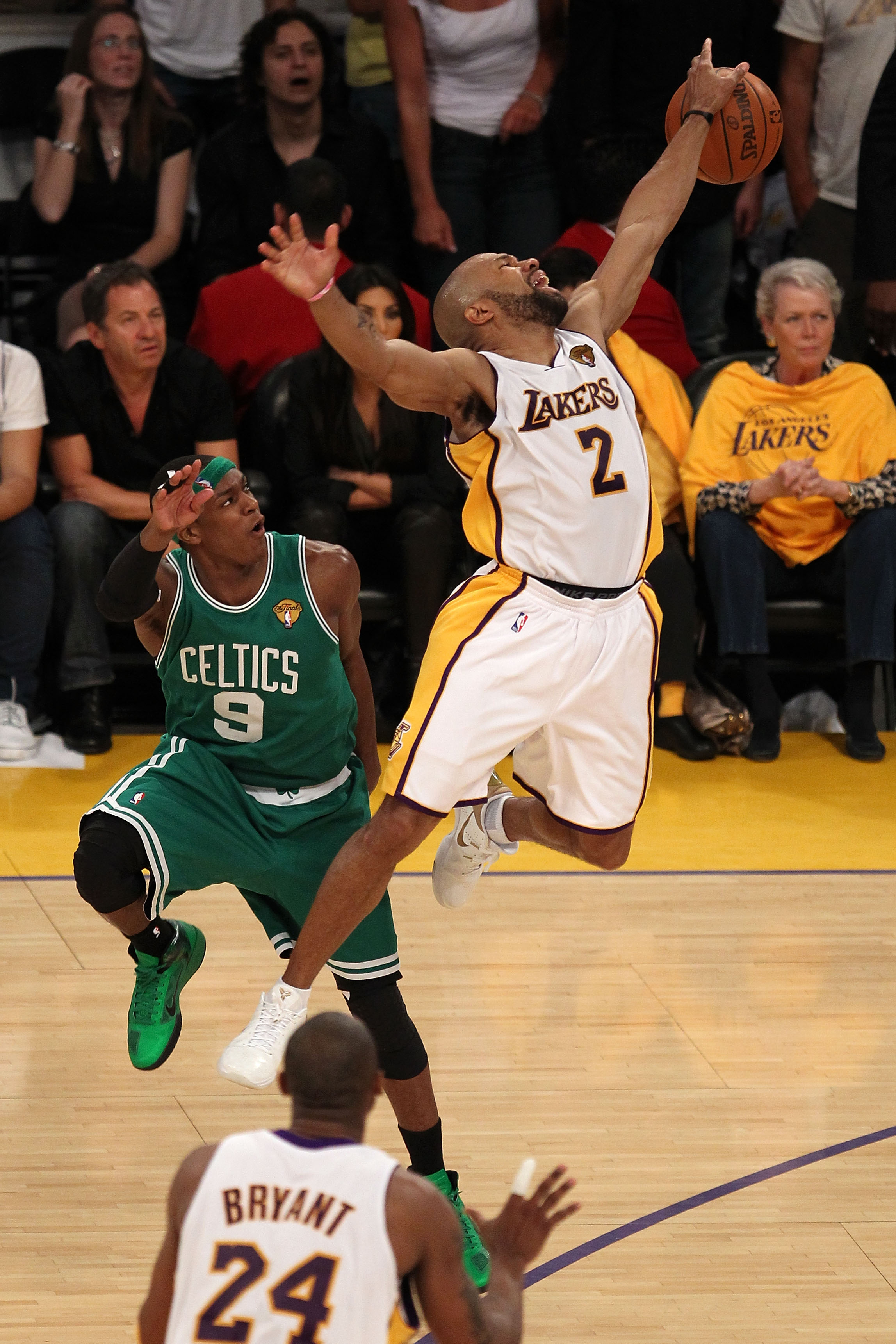LOS ANGELES, CA - JUNE 06:  Derek Fisher #2 of the Los Angeles Lakers loses the ball against Rajon Rondo #9 of the Boston Celtics in Game Two of the 2010 NBA Finals at Staples Center on June 6, 2010 in Los Angeles, California. NOTE TO USER: User expressly