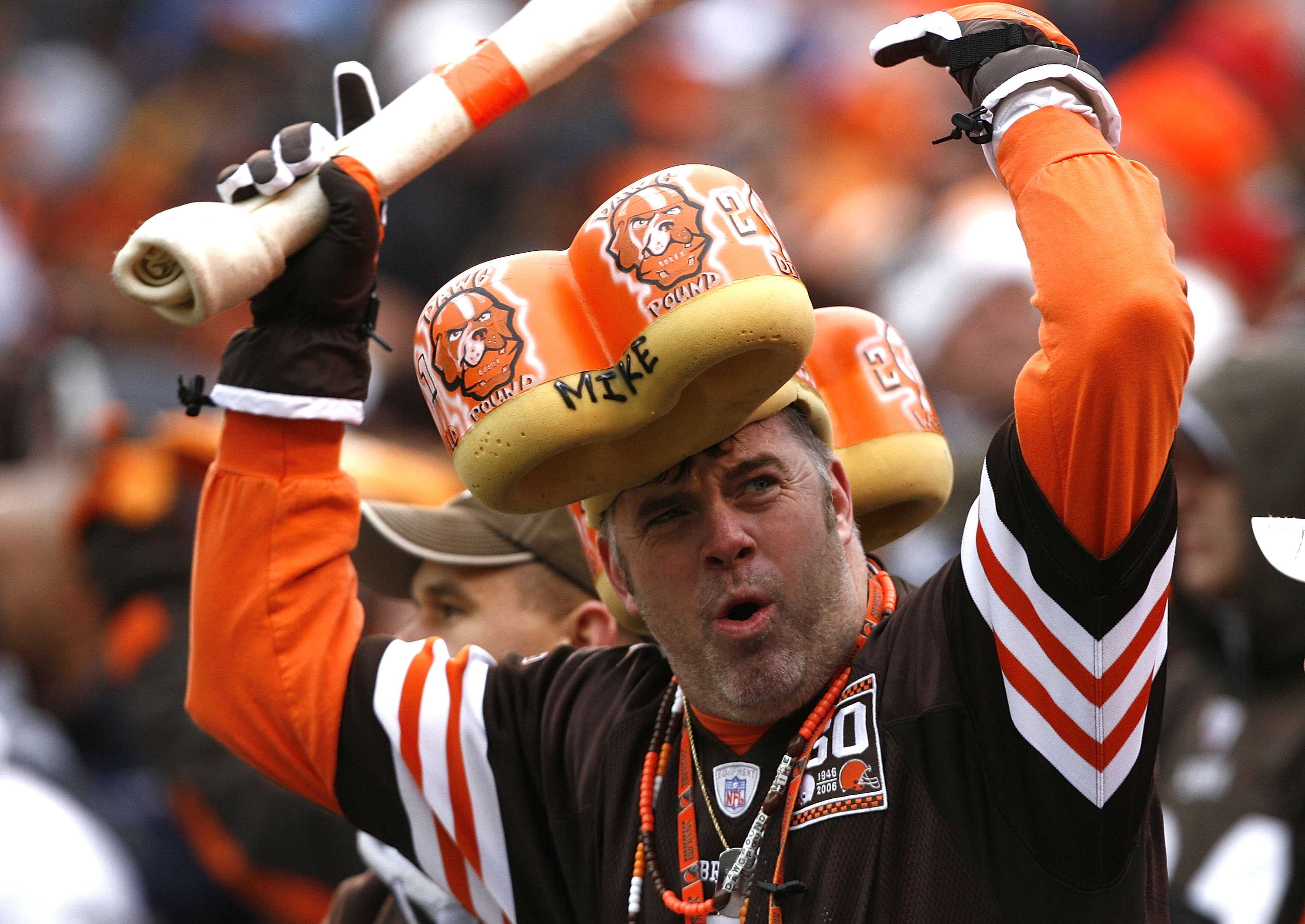 CLEVELAND - DECEMBER 27:  A Cleveland Browns fan cheers against the Oakland Raiders at Cleveland Browns Stadium on December 27, 2009 in Cleveland, Ohio.  (Photo by Matt Sullivan/Getty Images)