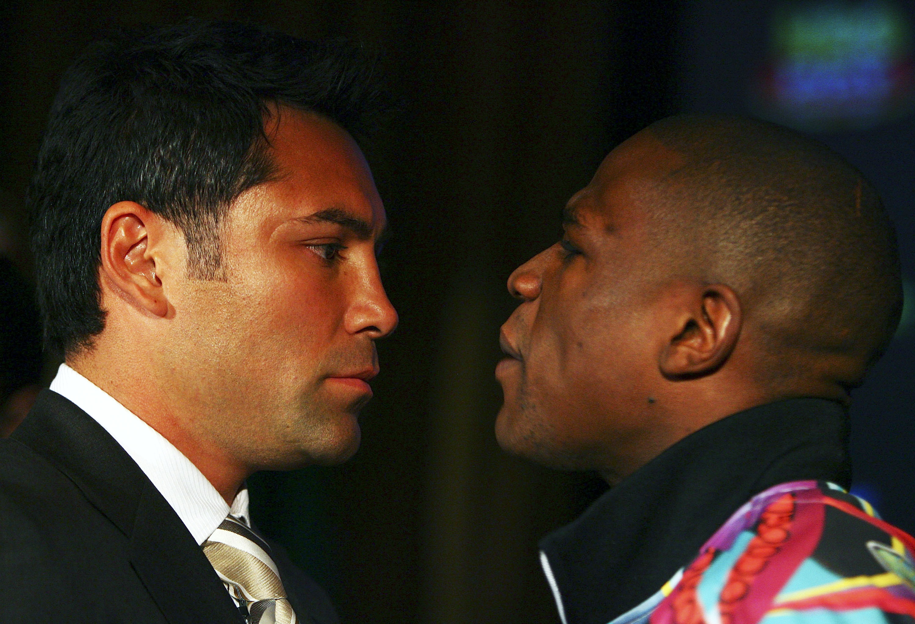 Oscar De La Hoya (on the left) being dissed by Floyd Mayweather Jr. during a press conference on February 20th 2007 in promotion of a May 5th fight.