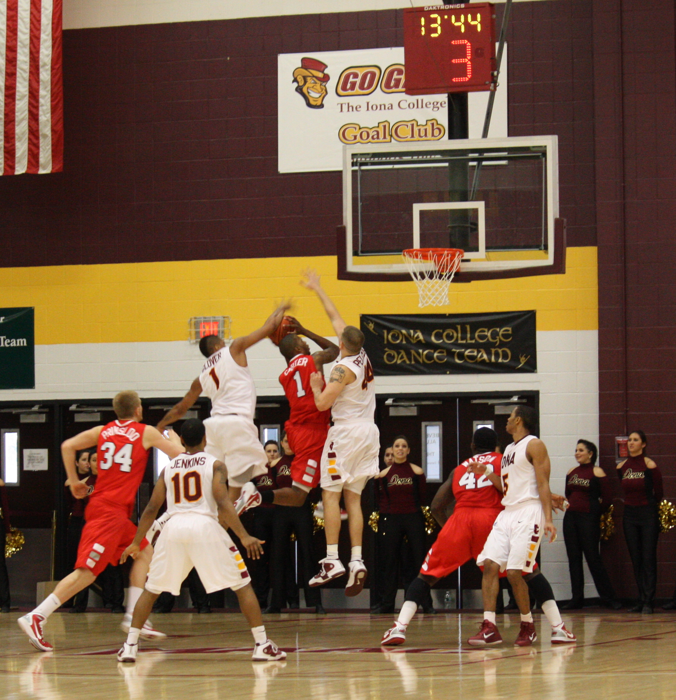 #1 Glover and #44 Pelcher Provide Iona Aggressive Defense