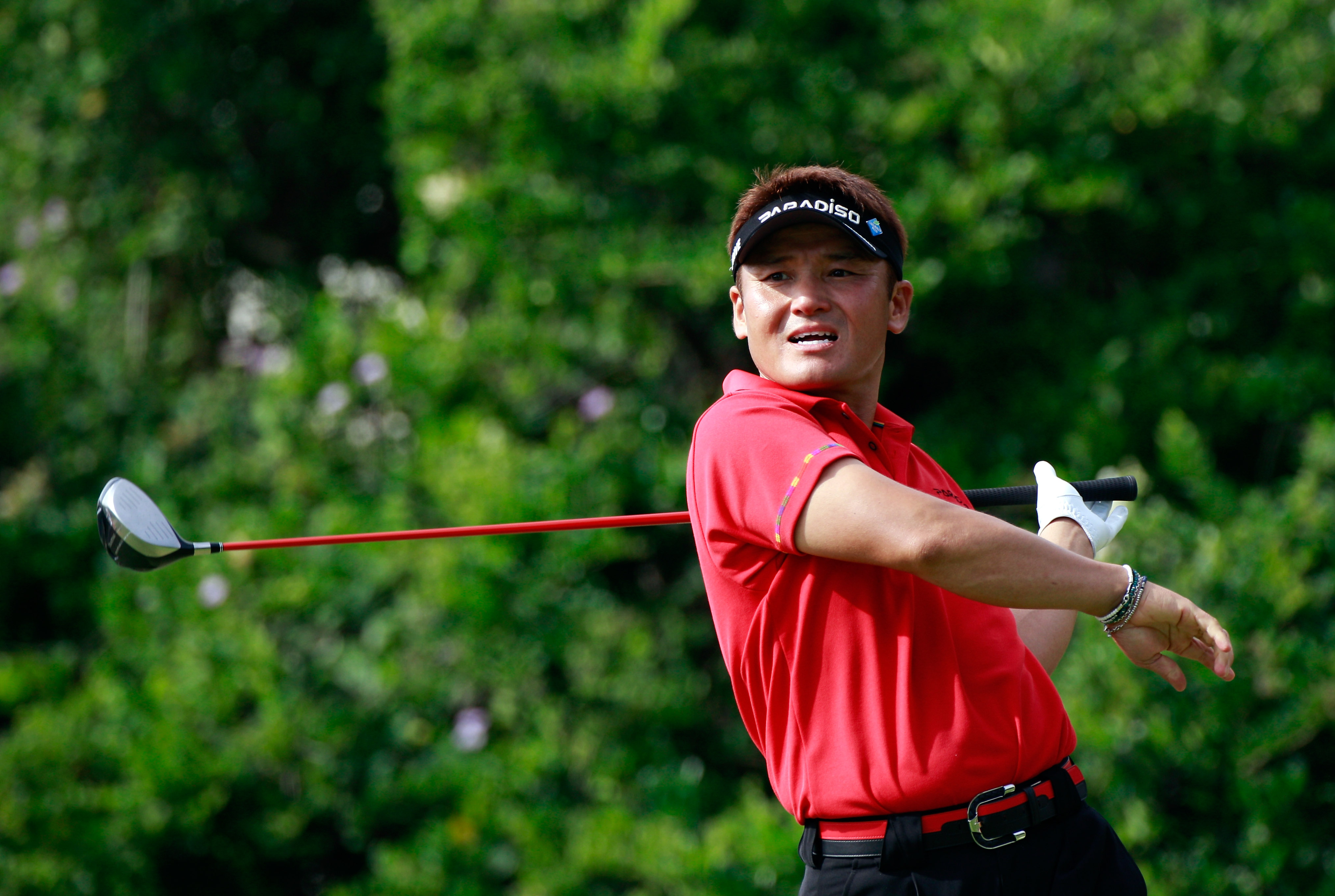 HONOLULU, HI - JANUARY 16:  Shigeki Maruyama of Japan plays a shot on the 6th hole during the final round of the Sony Open at Waialae Country Club on January 16, 2011 in Honolulu, Hawaii.  (Photo by Sam Greenwood/Getty Images)