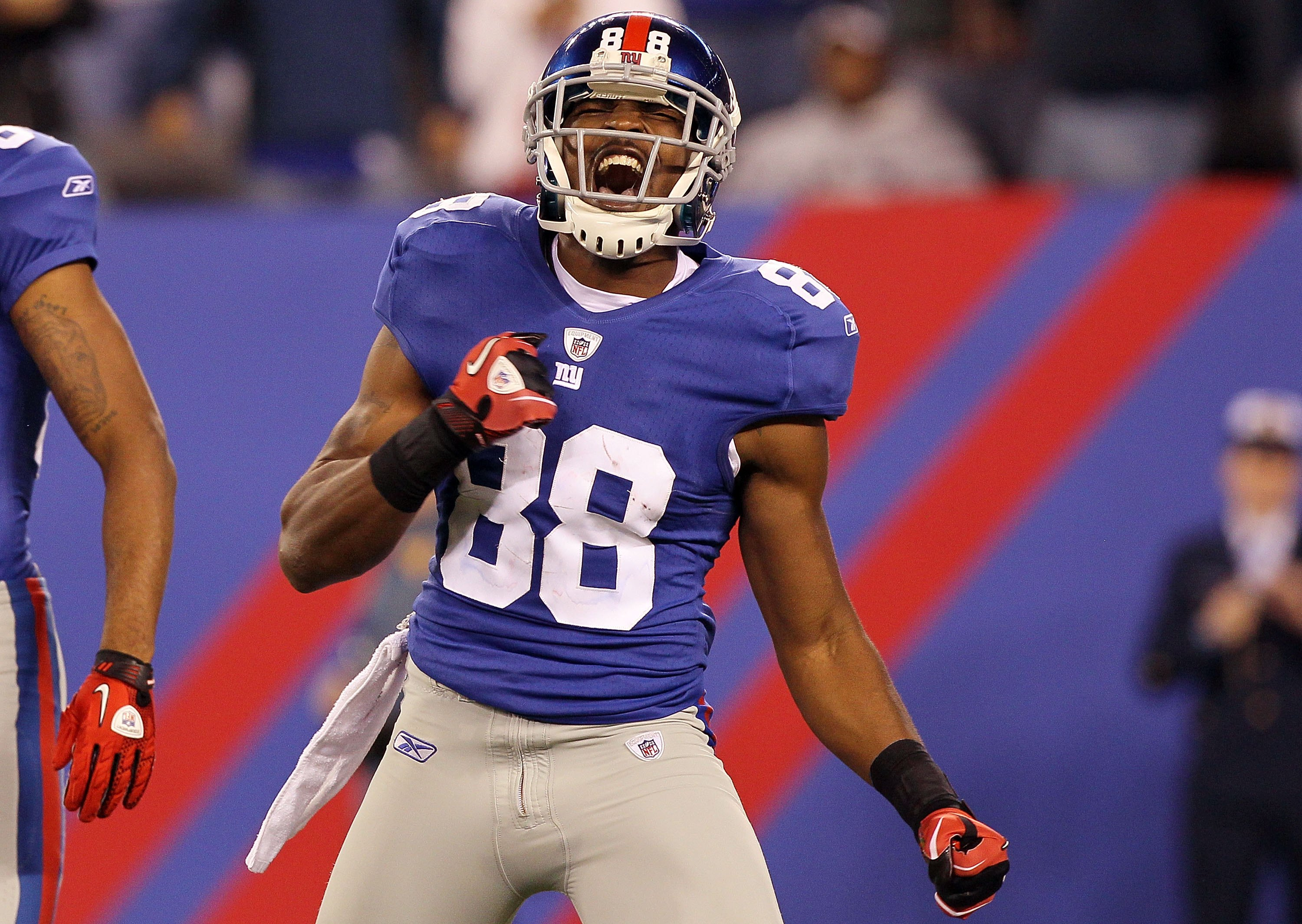 EAST RUTHERFORD, NJ - NOVEMBER 14:  Hakeem Nicks #88 of the New York Giants reacts against the Dallas Cowboys on November 14, 2010 at the New Meadowlands Stadium in East Rutherford, New Jersey. The Cowboys defeated the Giants 33-20.  (Photo by Jim McIsaac