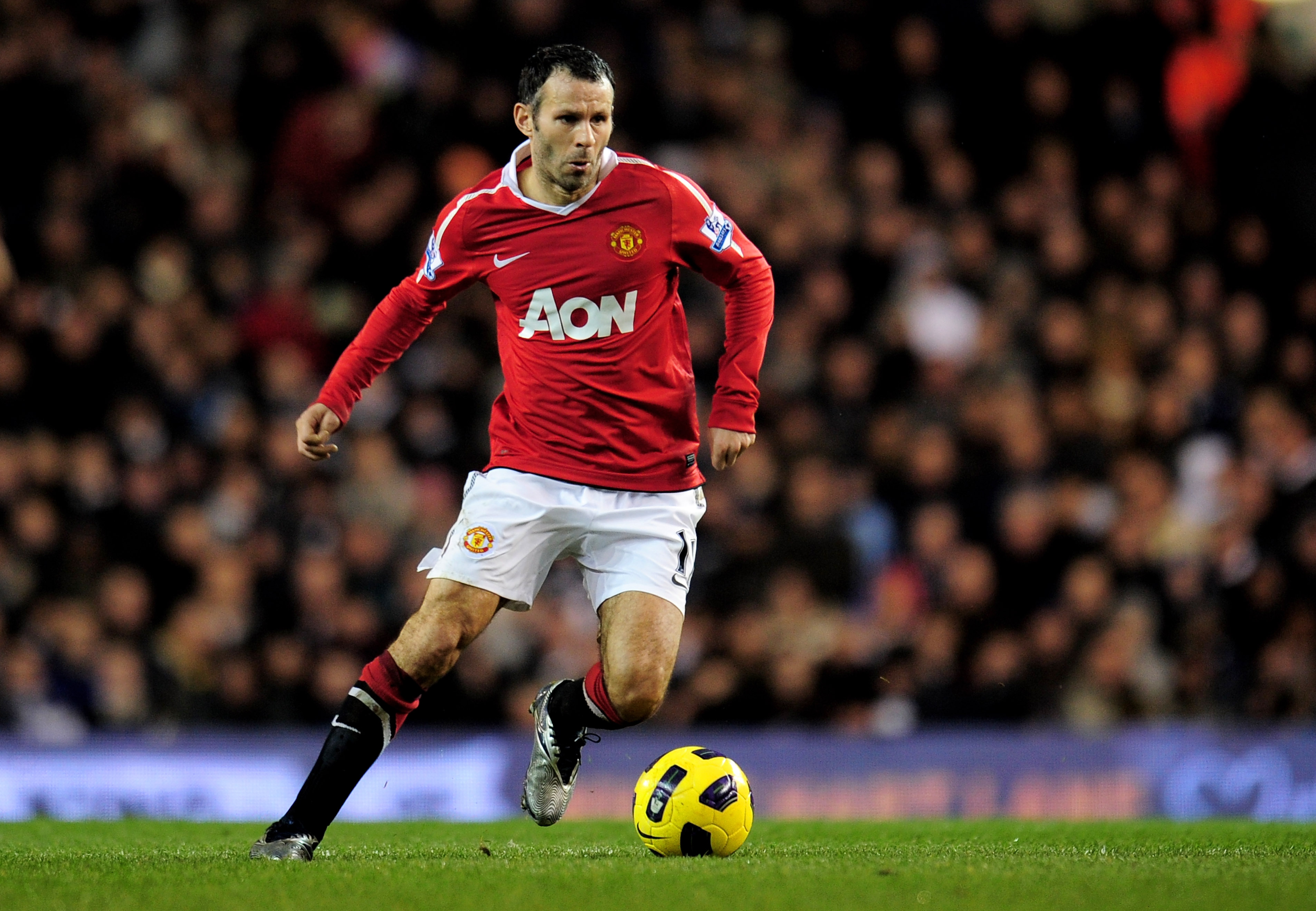 LONDON, ENGLAND - JANUARY 16:  Ryan Giggs of Manchester United runs with the ball during the Barclays Premier League match between Tottenham Hotspur and Manchester United at White Hart Lane on January 16, 2011 in London, England.  (Photo by Shaun Botteril
