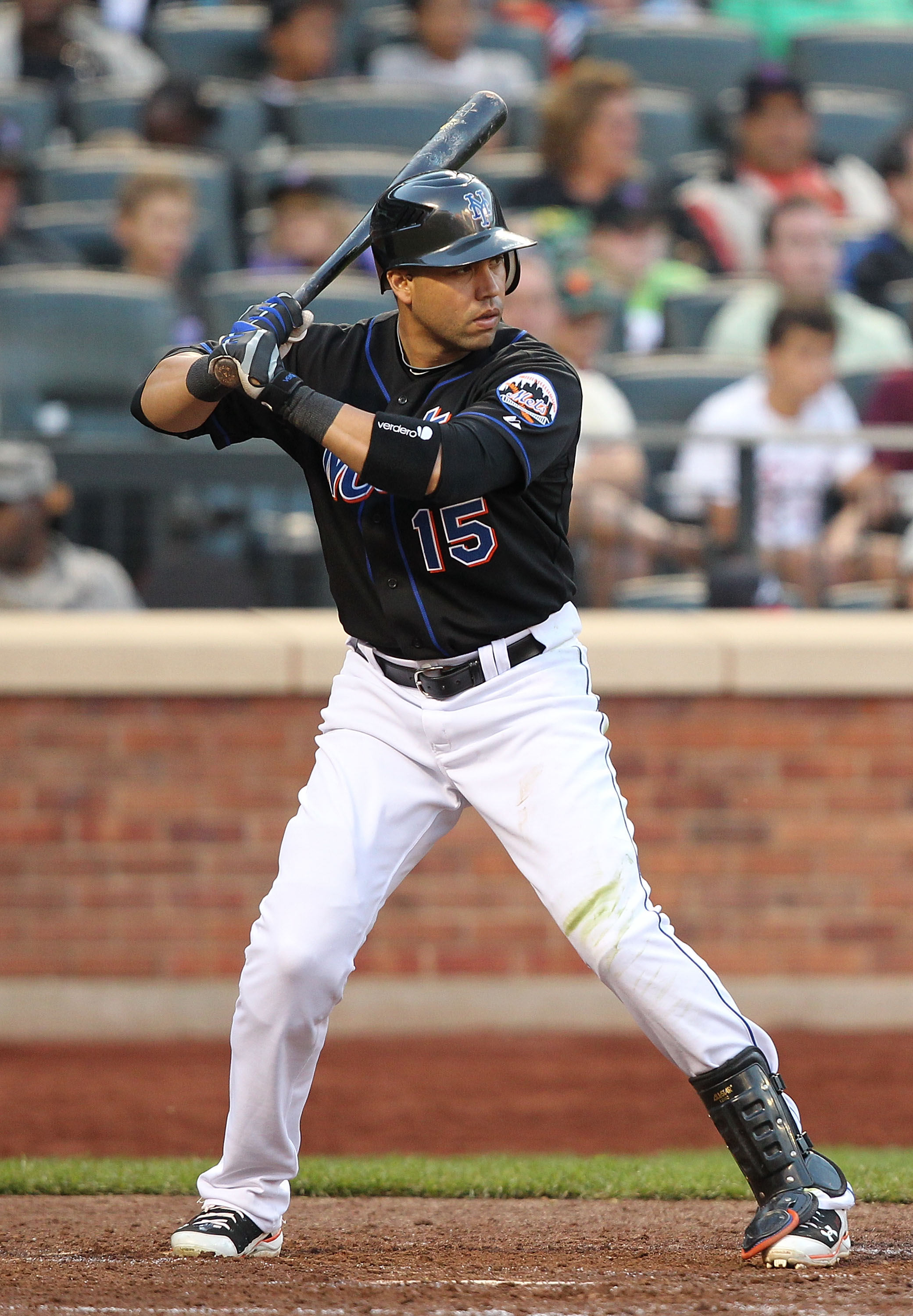 NEW YORK - SEPTEMBER 18:  Carlos Beltran #15 of the New York Mets in action against the Atlanta Braves during their game on September 18, 2010 at Citi Field in the Flushing neighborhood of the Queens borough of New York City.  (Photo by Al Bello/Getty Ima