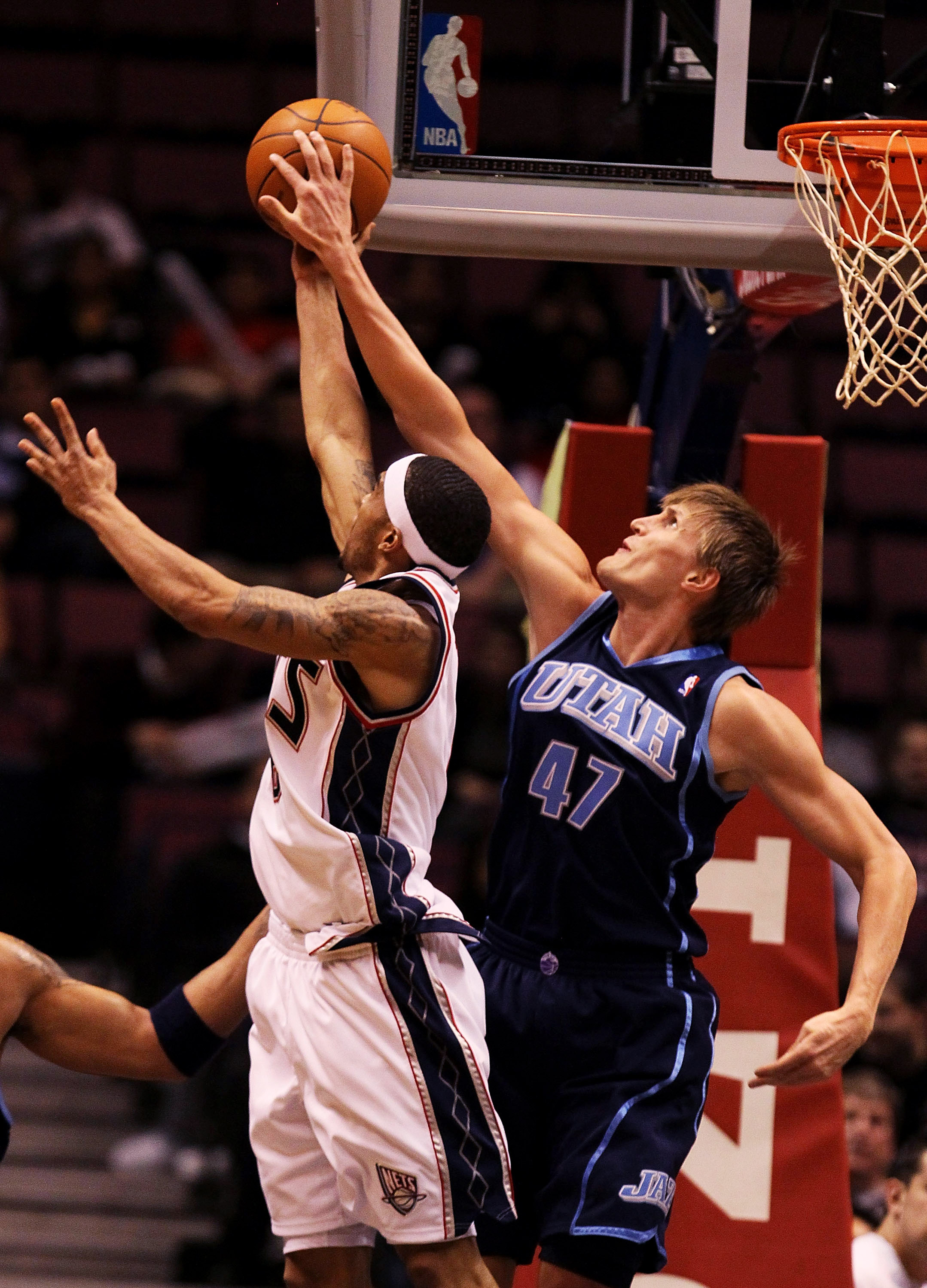 EAST RUTHERFORD, NJ - DECEMBER 16:  Courtney Lee #6 of the New Jersey Nets shoots against Andrei Kirilenko #47 of the Utah Jazz during their game on December 16, 2009 at the IZOD Center in East Rutherford, New Jersey.  NOTE TO USER: User expressly acknowl
