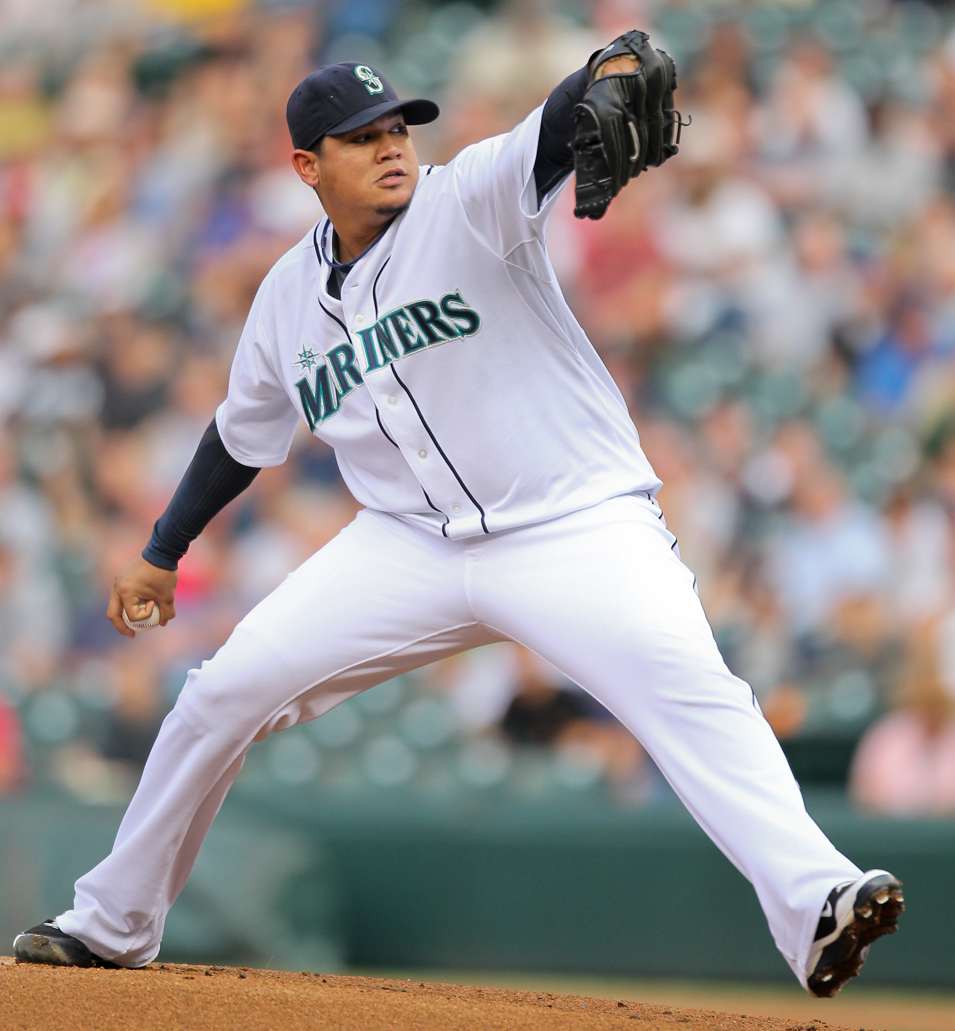 SEATTLE - AUGUST 05:  Starter Felix Hernandez #34 of the Seattle Mariners pitches against the Texas Rangers at Safeco Field on August 5, 2010 in Seattle, Washington. (Photo by Otto Greule Jr/Getty Images)