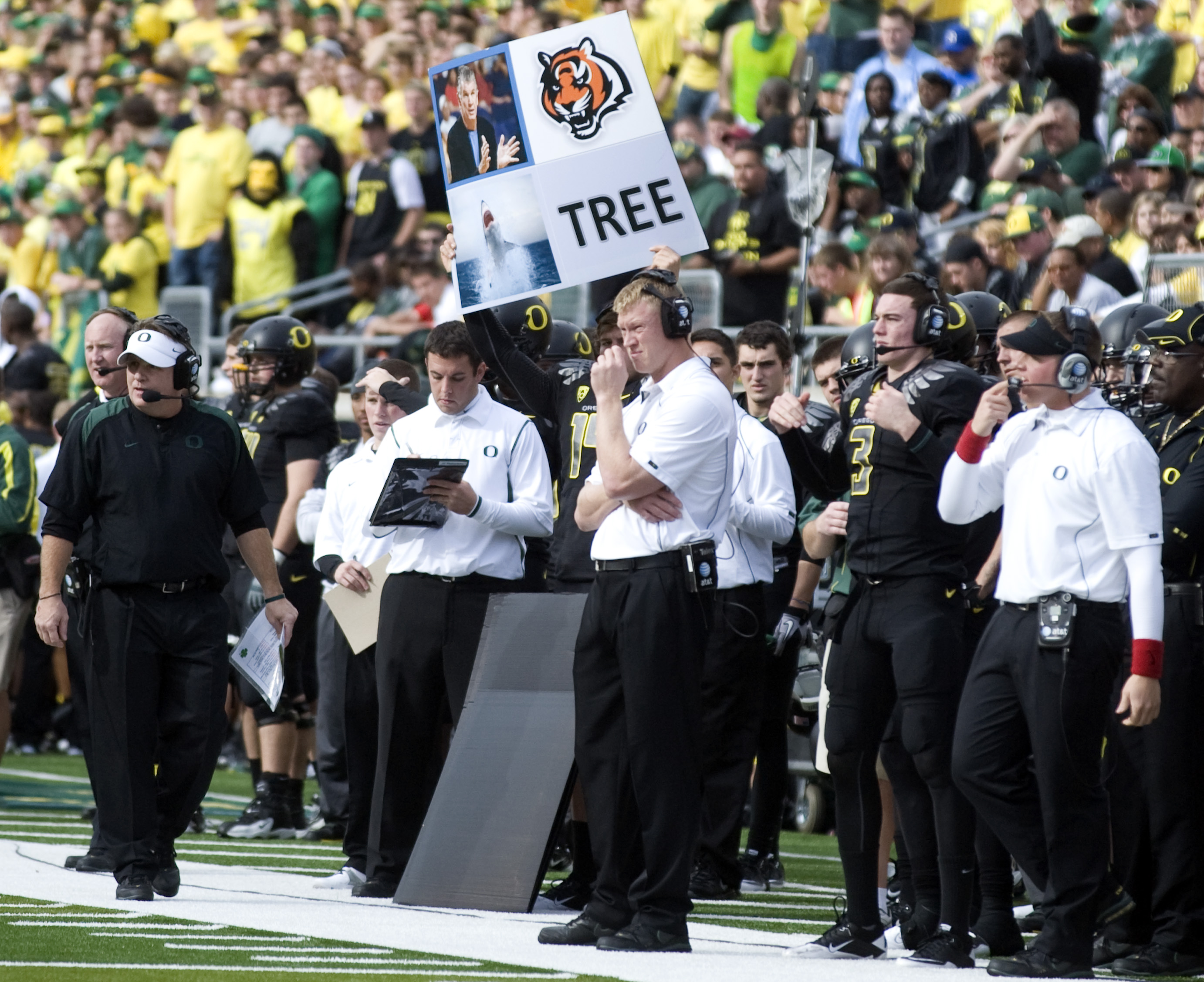 EUGENE, OR - NOVEMBER 6: Head coach Chip Kelly of the Oregon Ducks (far left) paces the sidelines as the offensive plays are signaled out to his team by use of a large signal board in the first quarter of the game against the Washington Huskies at Autzen
