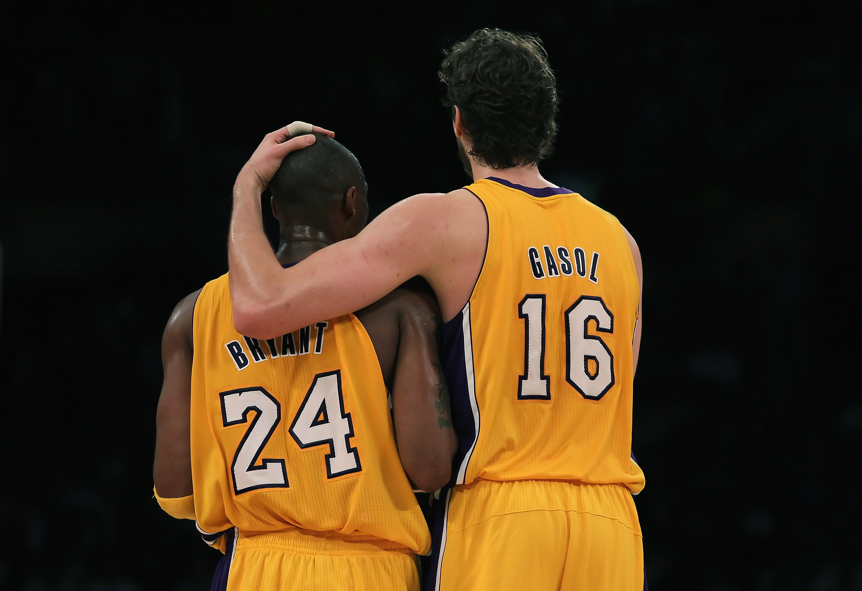 LOS ANGELES, CA - NOVEMBER 02:  Pau Gasol #16 of the Los Angeles Lakers puts his arm around teammate Kobe Bryant #24 during the third quarter against the Memphis Grizzlies at Staples Center on November 2, 2010 in Los Angeles, California. The Lakers defeat