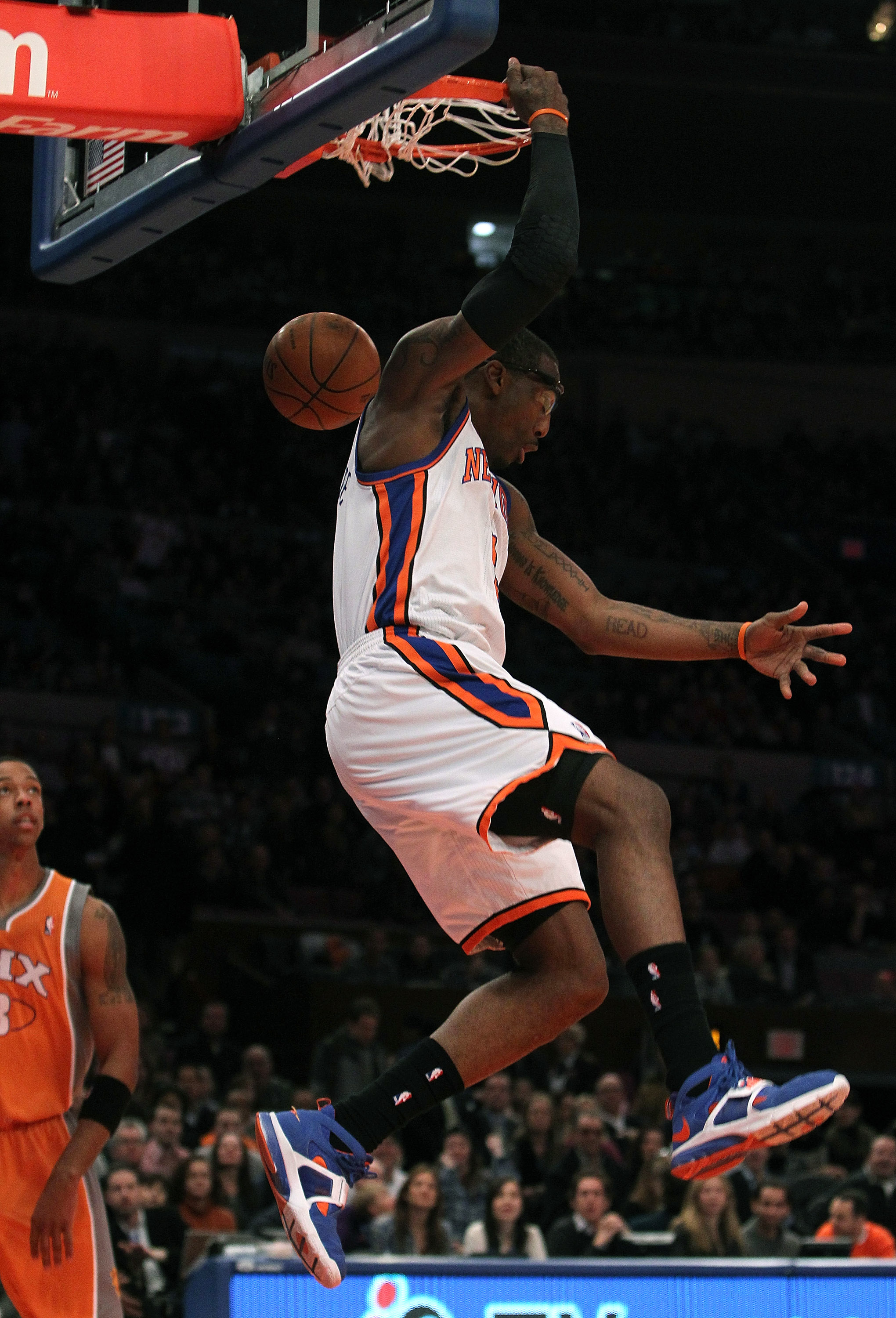 NEW YORK, NY - JANUARY 17: Amar'e Stoudemire #1 of the New York Knicks dunks the ball against the Phoenix Suns at Madison Square Garden on January 17, 2011 in New York City. NOTE TO USER: User expressly acknowledges and agrees that, by downloading and or
