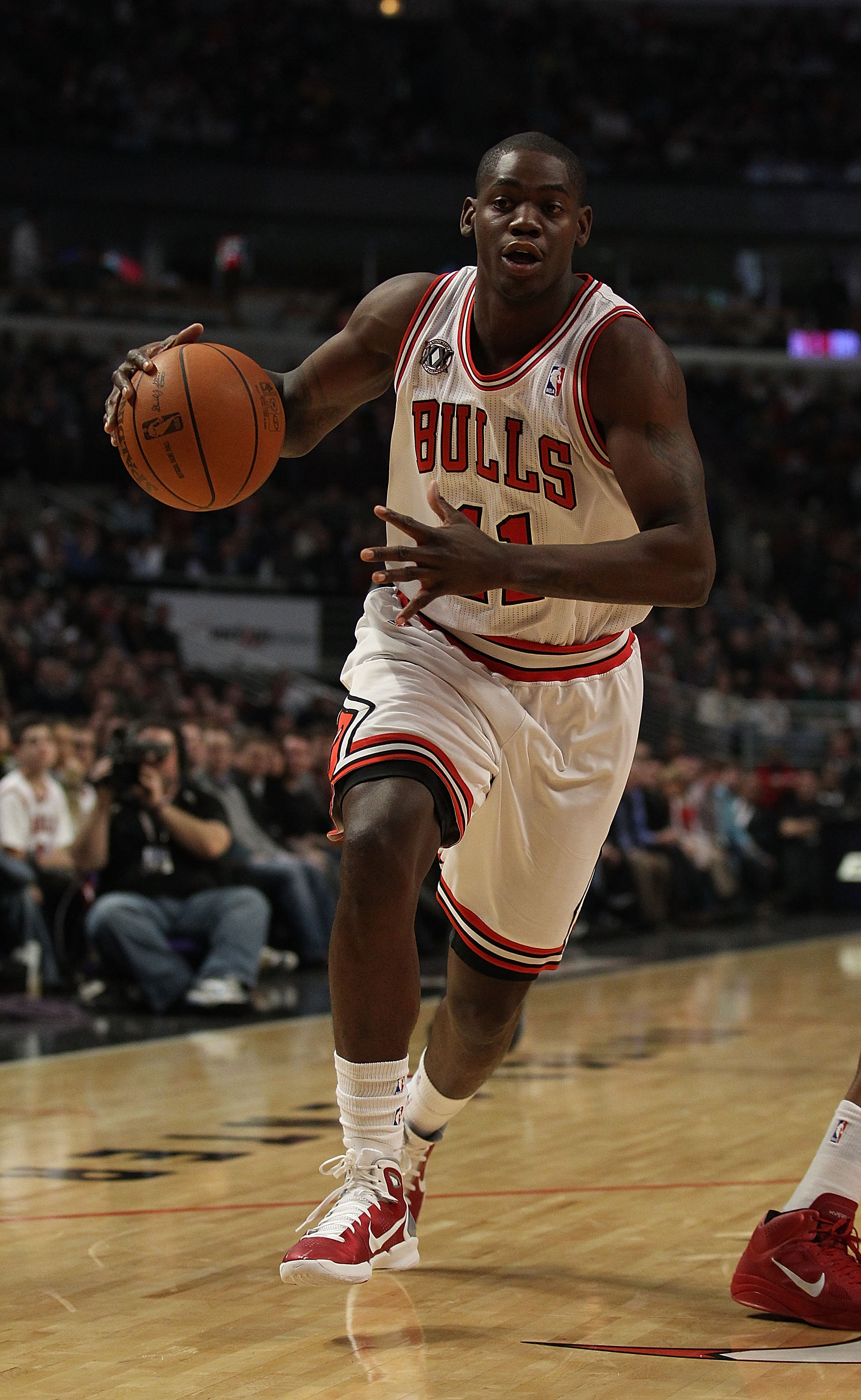 CHICAGO, IL - DECEMBER 28: Ronnie Brewer #11 of the Chicago Bulls dribbles against the Milwaukee Bucks at the United Center on December 28, 2010 in Chicago, Illinois. The Bulls defeated the Bucks 90-77. NOTE TO USER: User expressly acknowledges and agrees