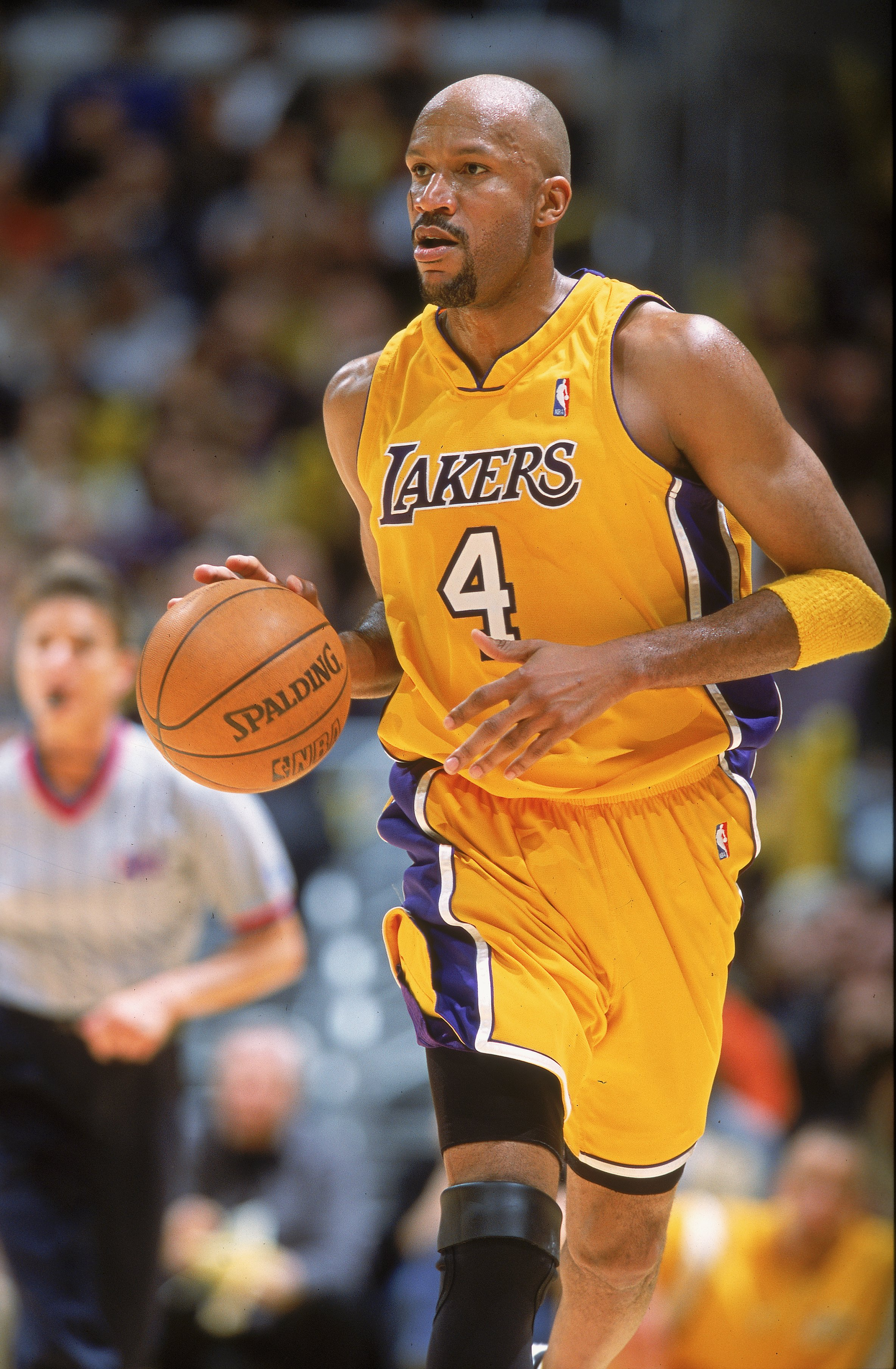 7 Feb 2001:  Ron Harper #4 of the Los Angeles Lakers dribbles the ball down the court during the game against the Phoenix Sun at the STAPLES Center in Los Angeles, California.  The Lakers defeated the Suns 85-83.   NOTE TO USER: It is expressly understood