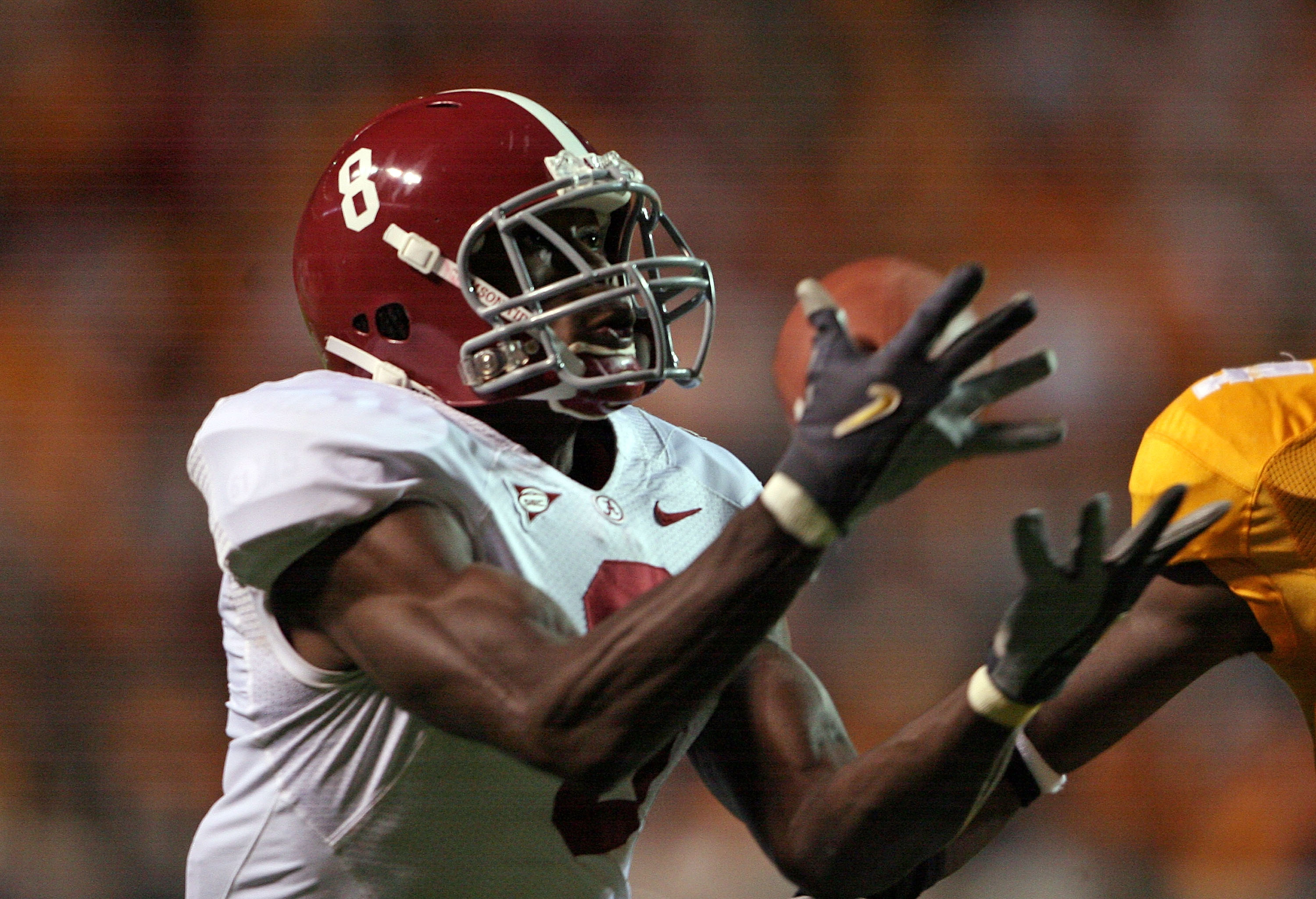 KNOXVILLE, TN - OCTOBER 25:  Julio Jones #8 of the Alabama Crimson Tide catches a pass during the game against the Tennessee Volunteers at Neyland Stadium on October 25, 2008 in Knoxville, Tennessee.  (Photo by Andy Lyons/Getty Images)