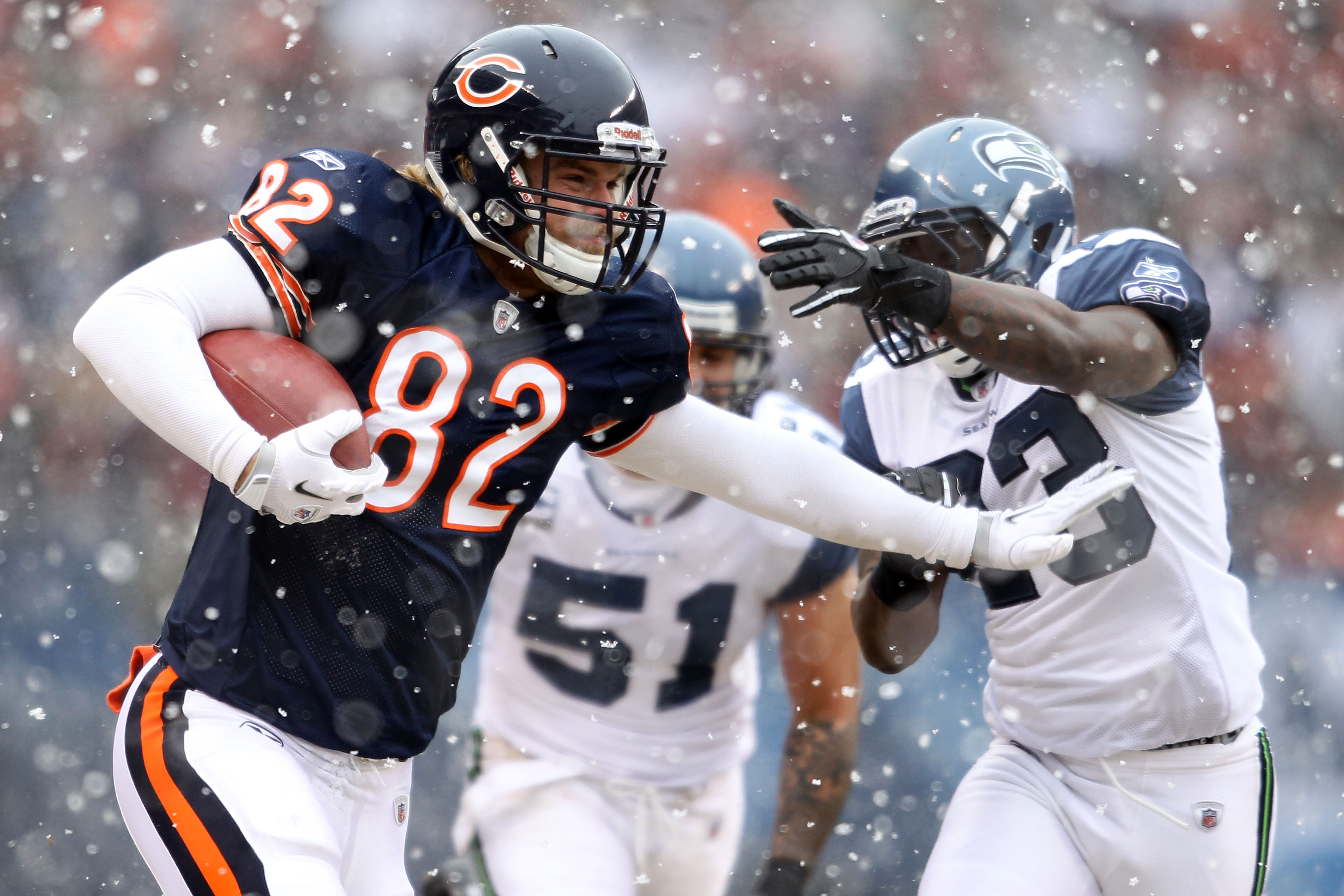 CHICAGO, IL - JANUARY 16:  Tight end Greg Olsen #82 of the Chicago Bears runs after a catch for 33-yards against the Seattle Seahawks in the first quarter of the 2011 NFC divisional playoff game at Soldier Field on January 16, 2011 in Chicago, Illinois.
