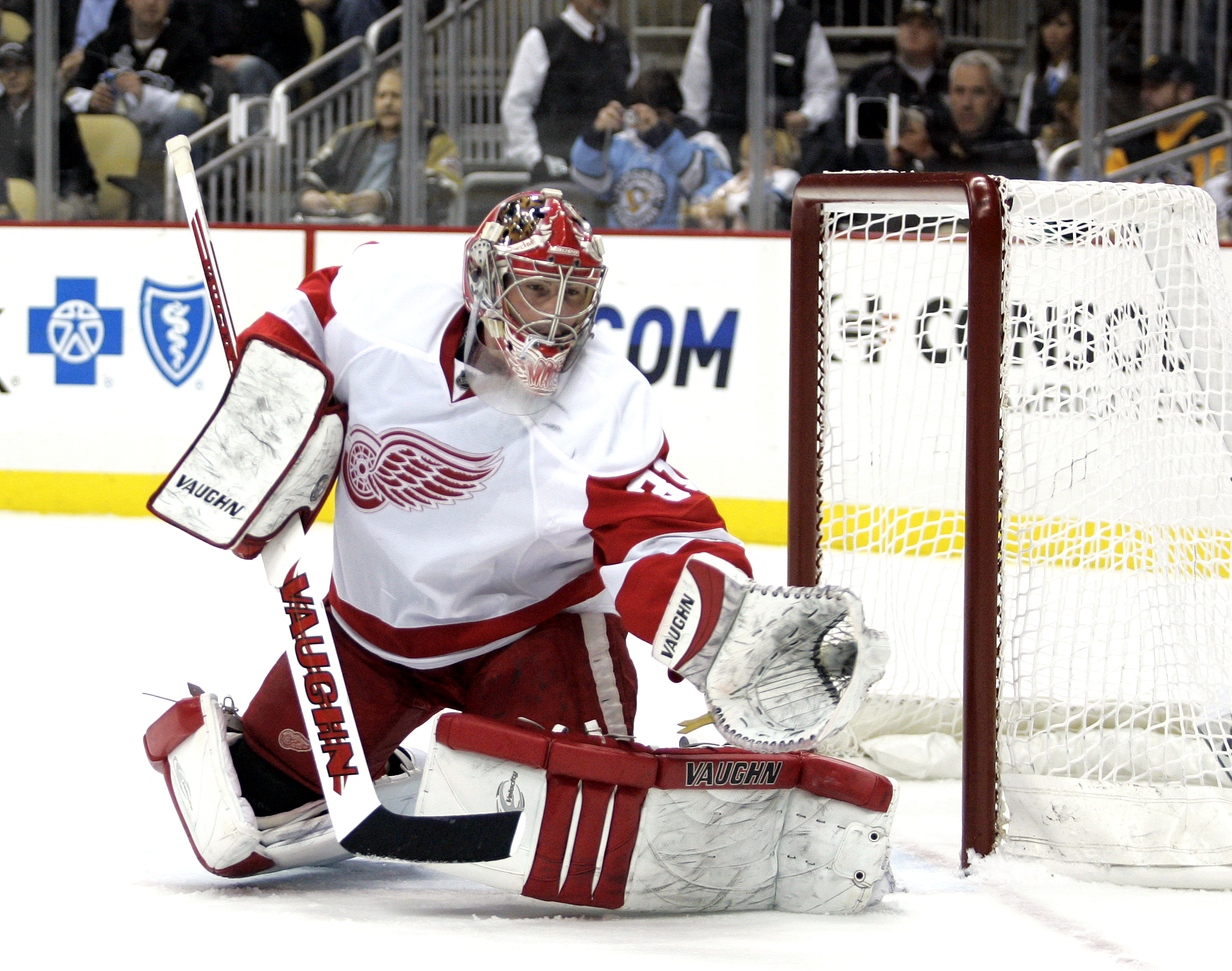 PITTSBURGH, PA - JANUARY 18:  Joey MacDonald #31 of the Detroit Red Wings makes a glove save against the Pittsburgh Penguins at Consol Energy Center on January 18, 2011 in Pittsburgh, Pennsylvania.  (Photo by Justin K. Aller/Getty Images)