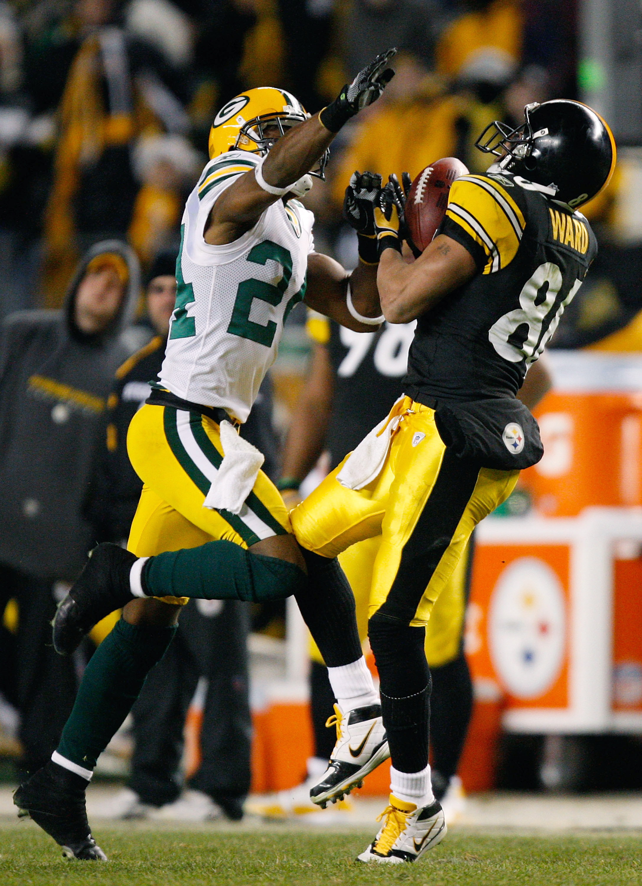 PITTSBURGH - DECEMBER 20: Hines Ward #86 of the Pittsburgh Steelers makes a catch in front of Jarrett Bush #24 of the Green Bay Packers during the game on December 20, 2009 at Heinz Field in Pittsburgh, Pennsylvania. (Photo by Jared Wickerham/Getty Images