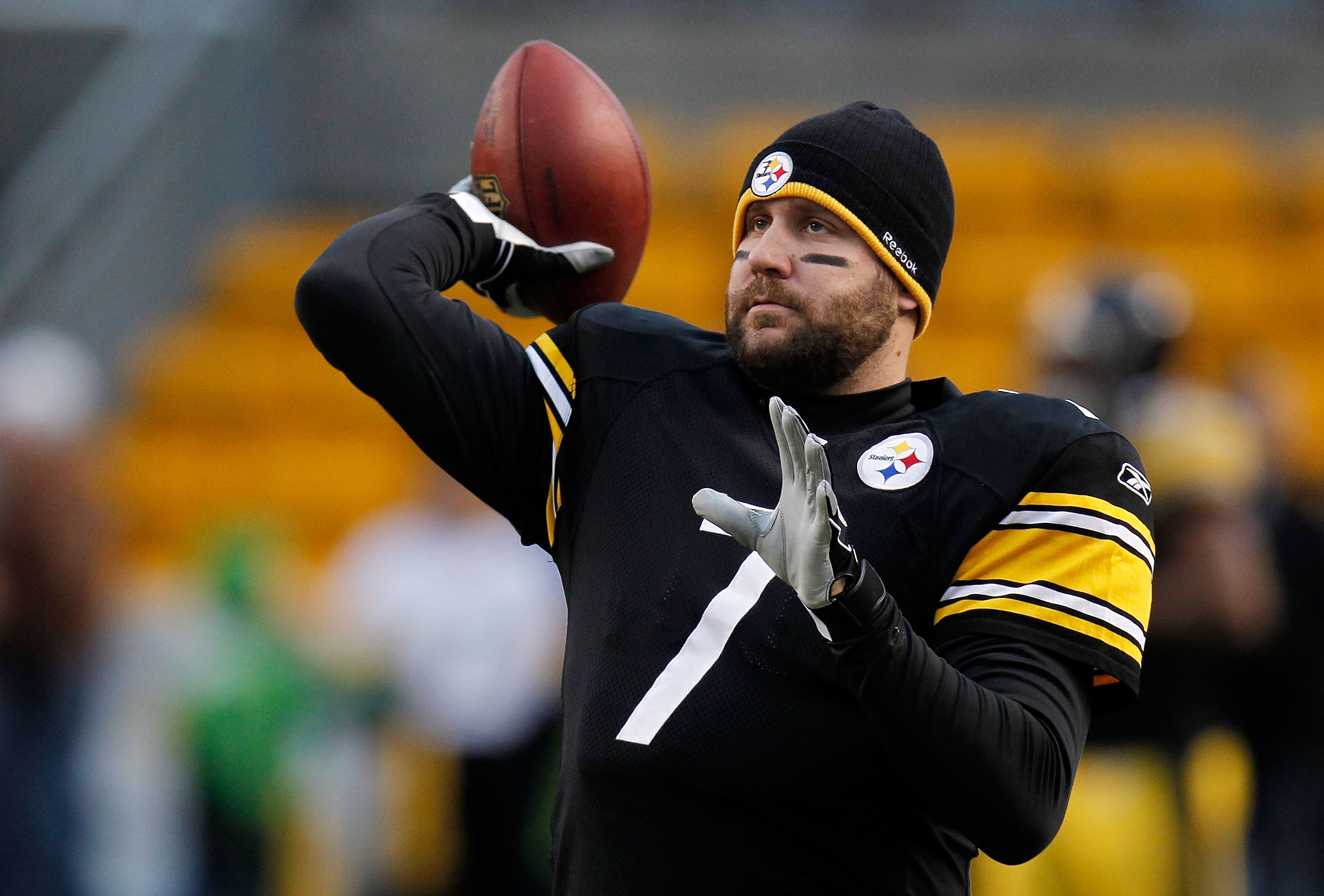 PITTSBURGH, PA - JANUARY 15:  Quarterback Ben Roethlisberger #7 of the Pittsburgh Steelers warms up prior to playing the Baltimore Ravens in the AFC Divisional Playoff Game at Heinz Field on January 15, 2011 in Pittsburgh, Pennsylvania.  (Photo by Gregory