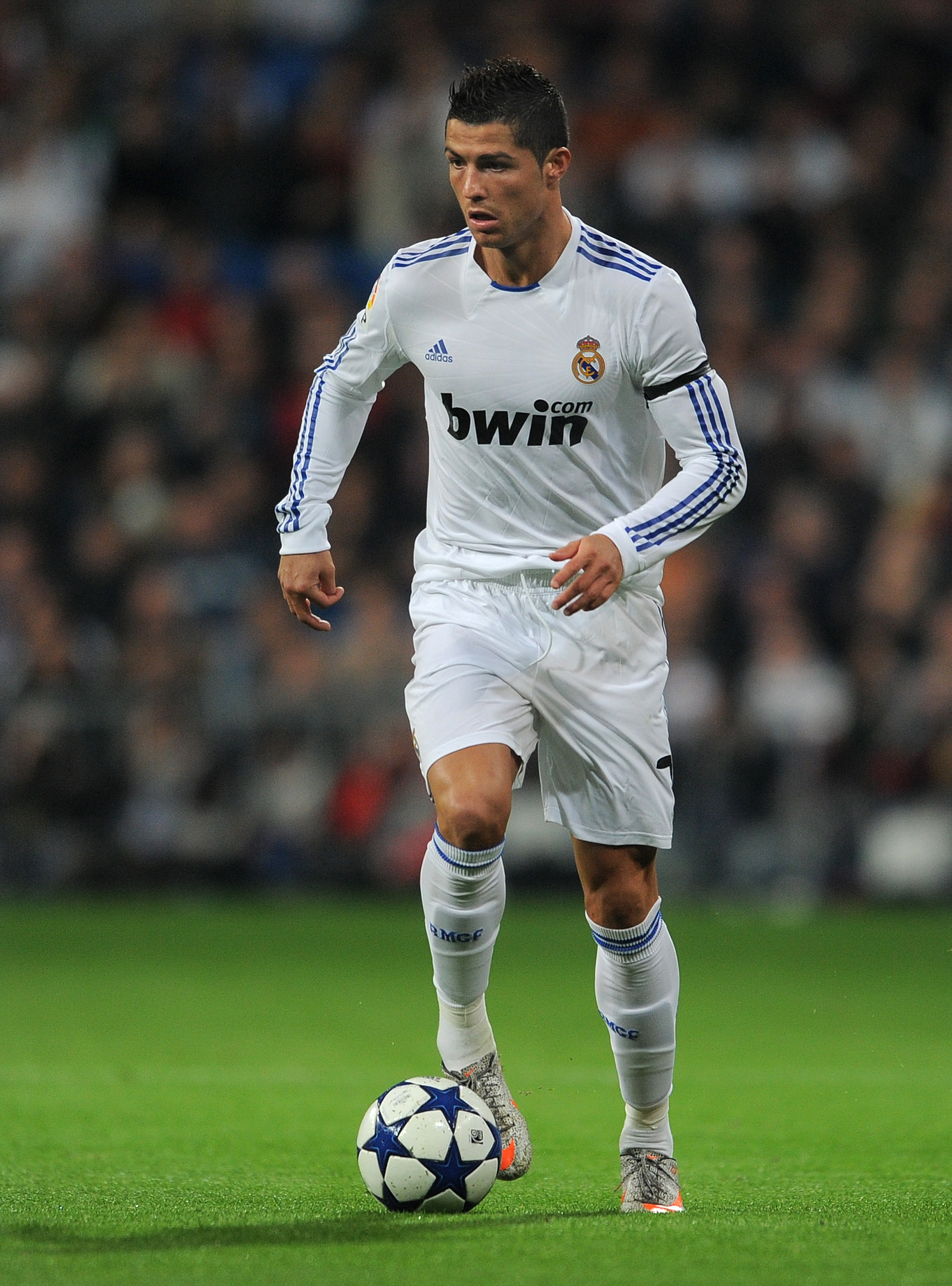 MADRID, SPAIN - JANUARY 13:  Cristiano Ronaldo of Real Madrid controls the ball during the quarter-final Copa del Rey first leg match between Real Madrid and Atletico Madrid at Estadio Santiago Bernabeu on January 13, 2011 in Madrid, Spain.  (Photo by Jas