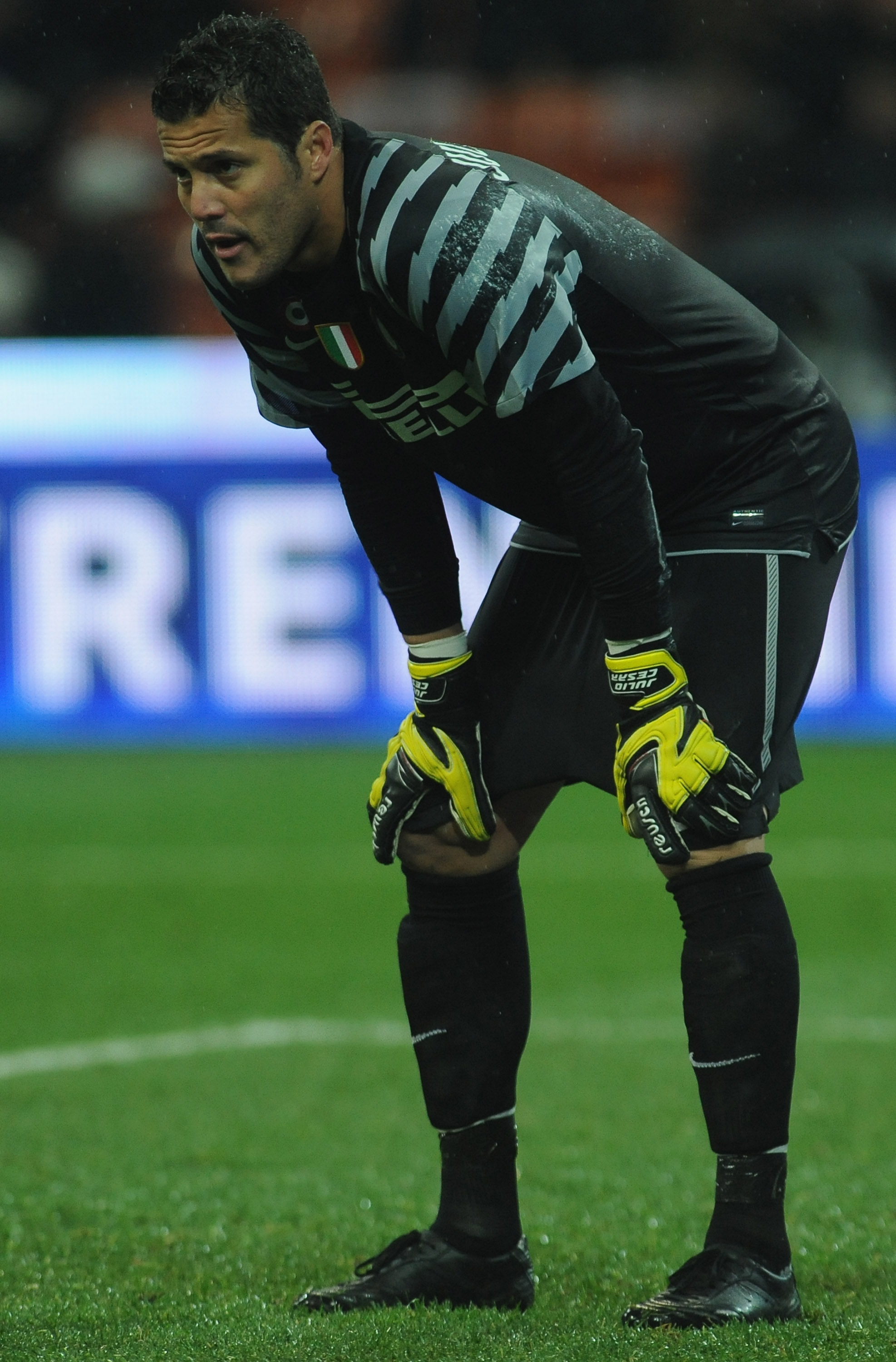 MILAN, ITALY - OCTOBER 24:  Julio Cesar of FC Internazionale Milano looks dejected during the Serie A match between FC Internazionale Milano and UC Sampdoria at Stadio Giuseppe Meazza on October 24, 2010 in Milan, Italy.  (Photo by Valerio Pennicino/Getty