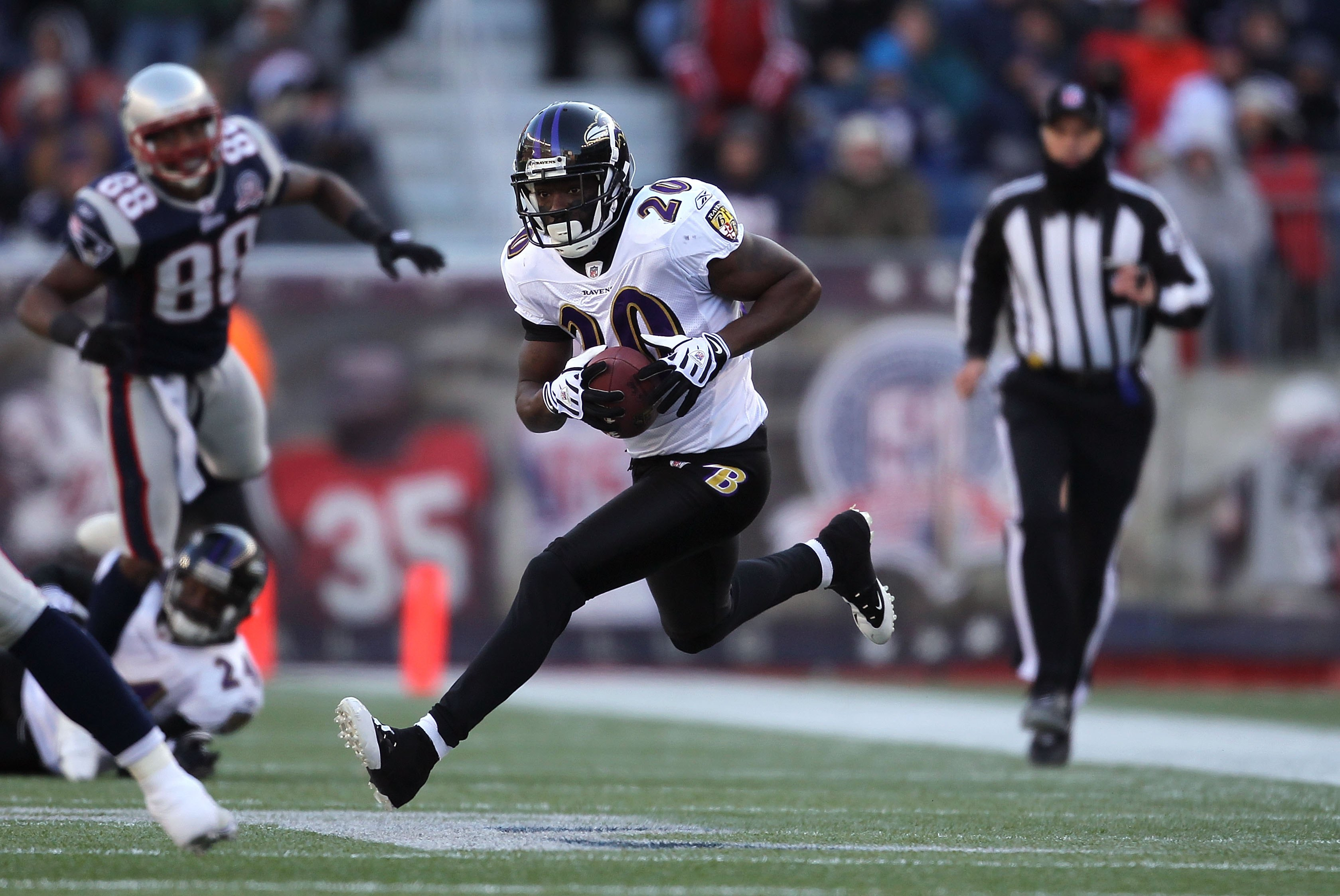 FOXBORO, MA - JANUARY 10:  Ed Reed #20 of the Baltimore Ravens intercepts a pass in the first quarter against the New England Patriots during the 2010 AFC wild-card playoff game at Gillette Stadium on January 10, 2010 in Foxboro, Massachusetts. The Ravens
