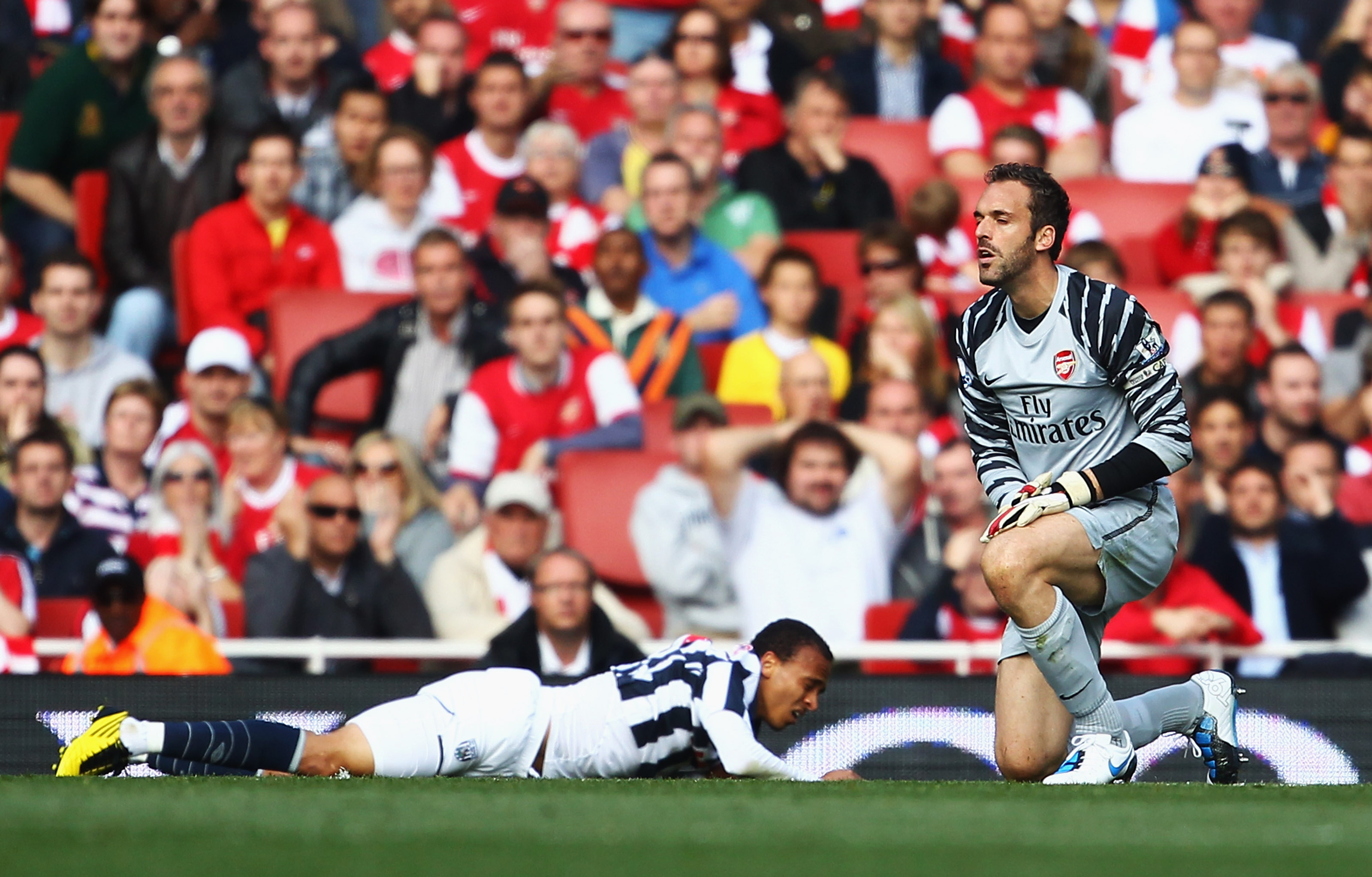 LONDON, ENGLAND - SEPTEMBER 25:  Manuel Almunia of Arsenal looks dejected as he fouls Peter Odemwingie of West Bromwich Albion for a penalty during the Barclays Premier League match between Arsenal and West Bromwich Albion at the Emirates Stadium on Septe
