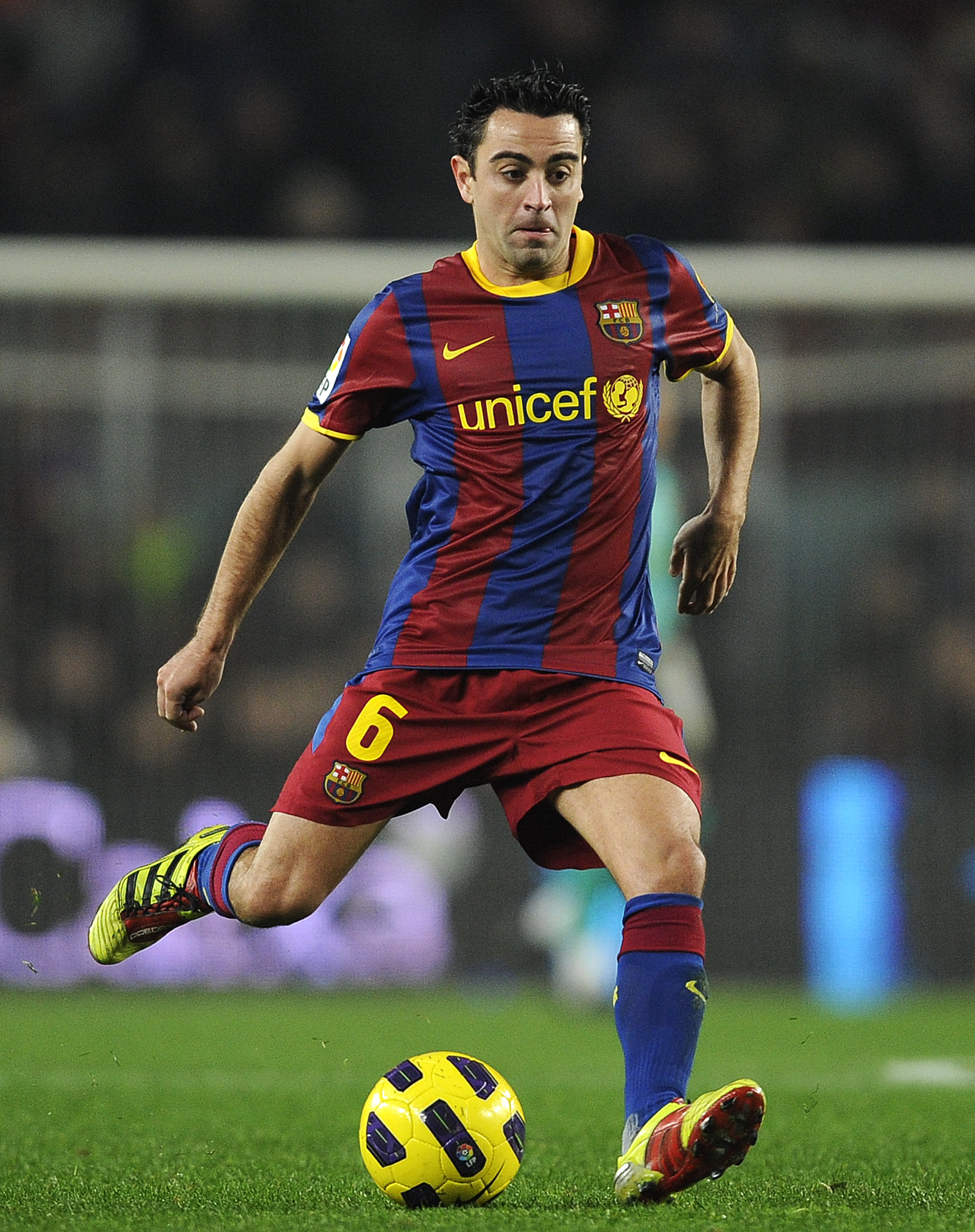 BARCELONA, SPAIN - JANUARY 16:  Xavi Hernandez of FC Barcelona runs with the ball during the La Liga match between FC Barcelona and Malaga at Nou Camp on January 16, 2011 in Barcelona, Spain. Barcelona won 4-1.  (Photo by David Ramos/Getty Images)