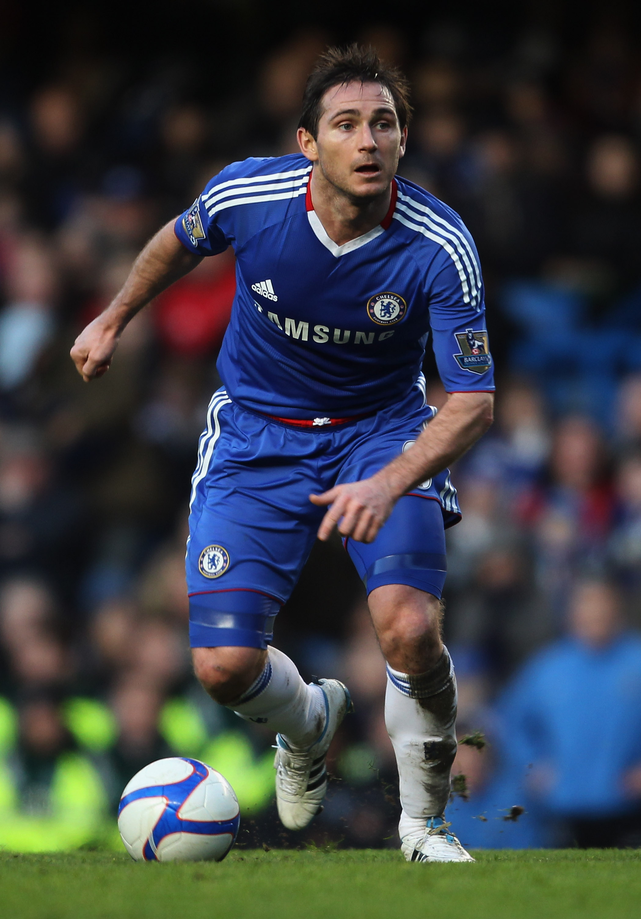 LONDON, ENGLAND - JANUARY 09:  Frank Lampard of Chelsea in action during the FA Cup sponsored by E.ON 3rd round match between Chelsea and Ipswich Town at Stamford Bridge on January 9, 2011 in London, England.  (Photo by Scott Heavey/Getty Images)