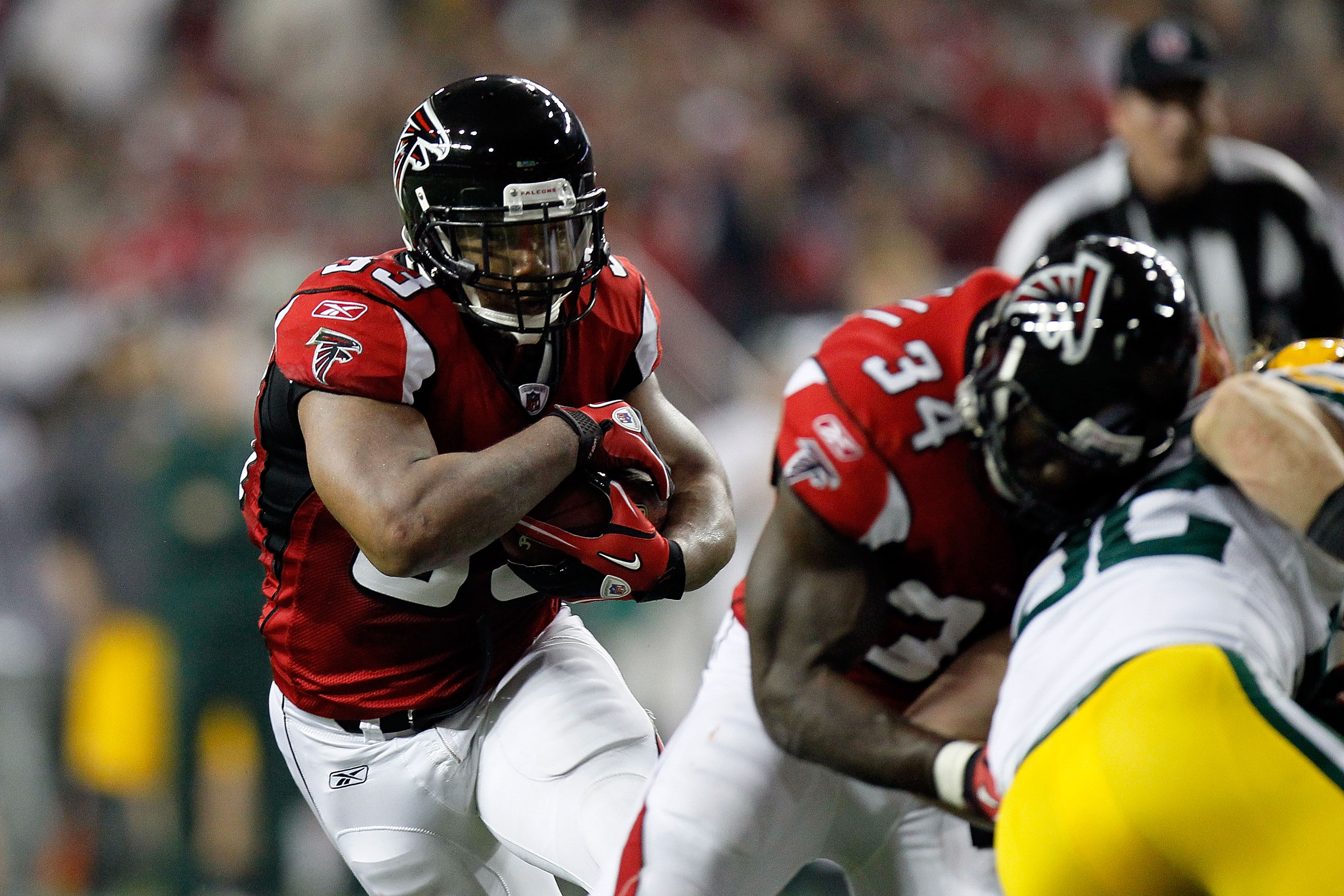 ATLANTA, GA - JANUARY 15:  Michael Turner #33 of the Atlanta Falcons runs with the ball against the Green Bay Packers during their 2011 NFC divisional playoff game at Georgia Dome on January 15, 2011 in Atlanta, Georgia. The Packers won 48-21. (Photo by K