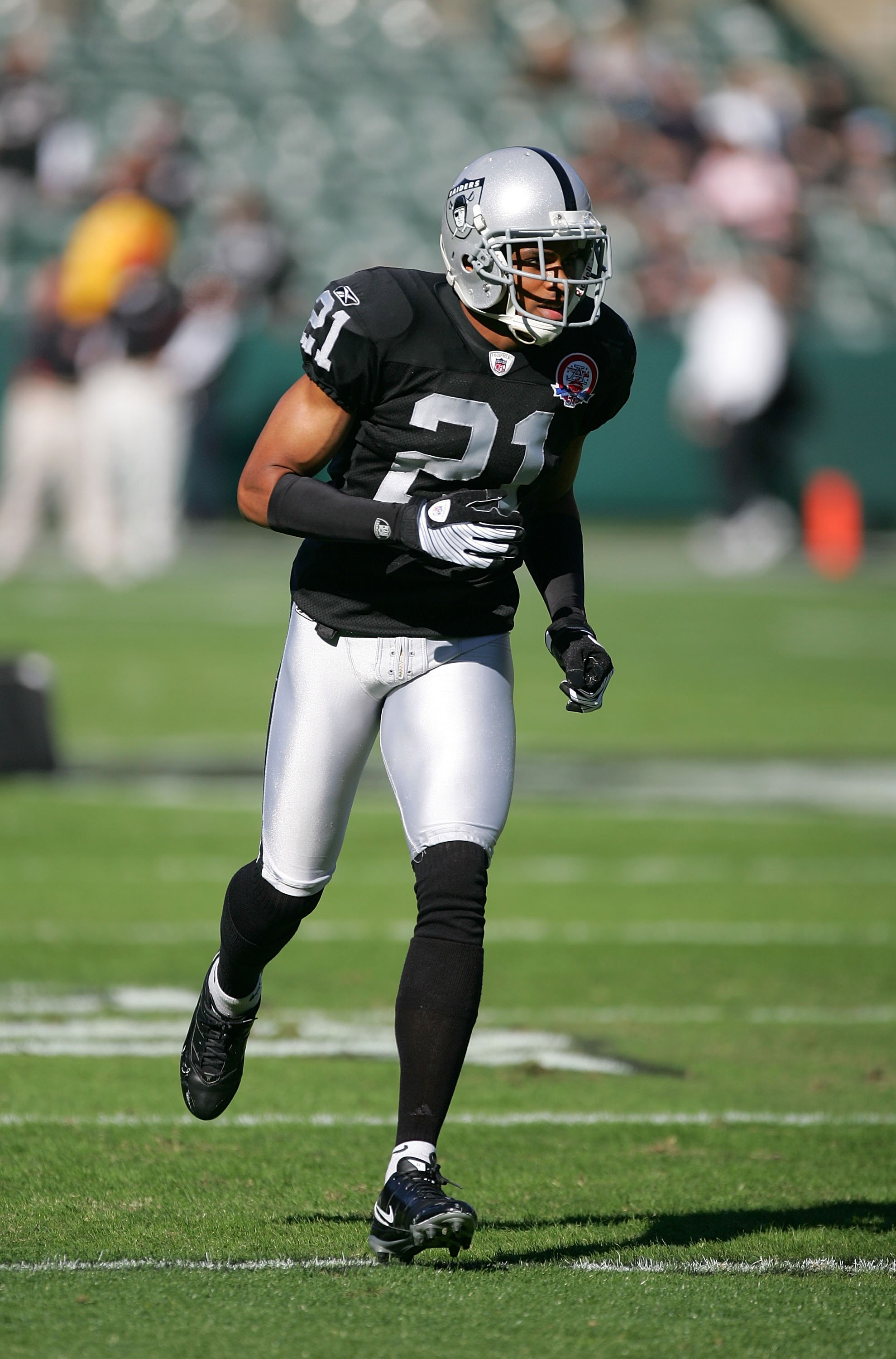 OAKLAND, CA - NOVEMBER 15:  Nnamdi Asomugha #21 of the Oakland Raiders warms up before their game against the Kansas City Chiefs at Oakland-Alameda County Coliseum on November 15, 2009 in Oakland, California.  (Photo by Ezra Shaw/Getty Images)