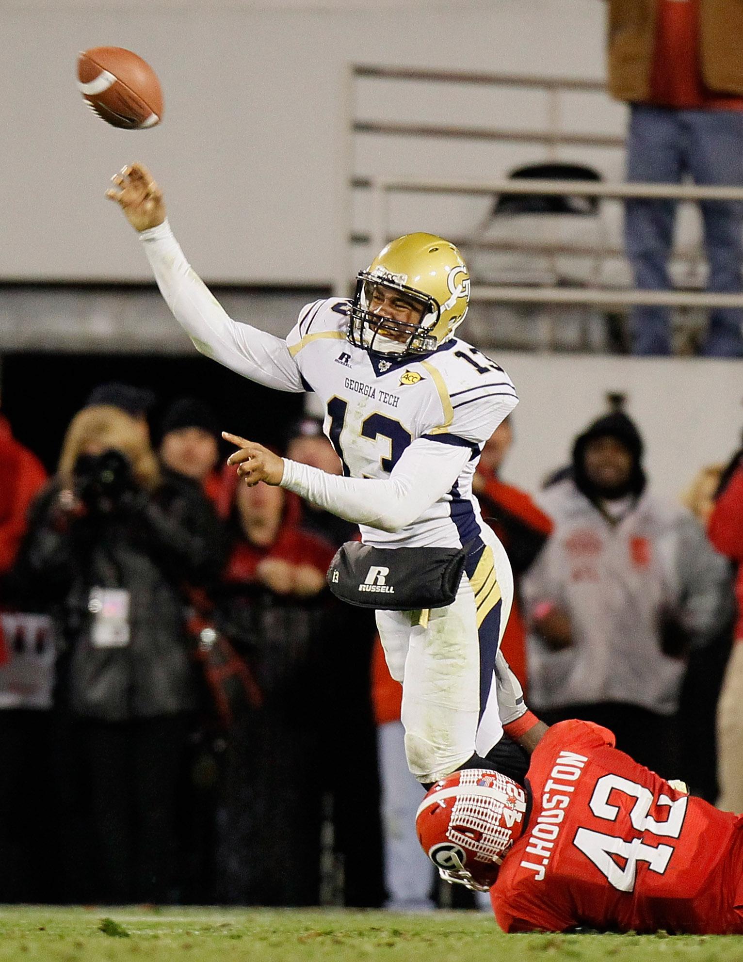 ATHENS, GA - NOVEMBER 27:  Justin Houston #42 of the Georgia Bulldogs pressures quarterback Tevin Washington #13 of the Georgia Tech Yellow Jackets at Sanford Stadium on November 27, 2010 in Athens, Georgia.  (Photo by Kevin C. Cox/Getty Images)