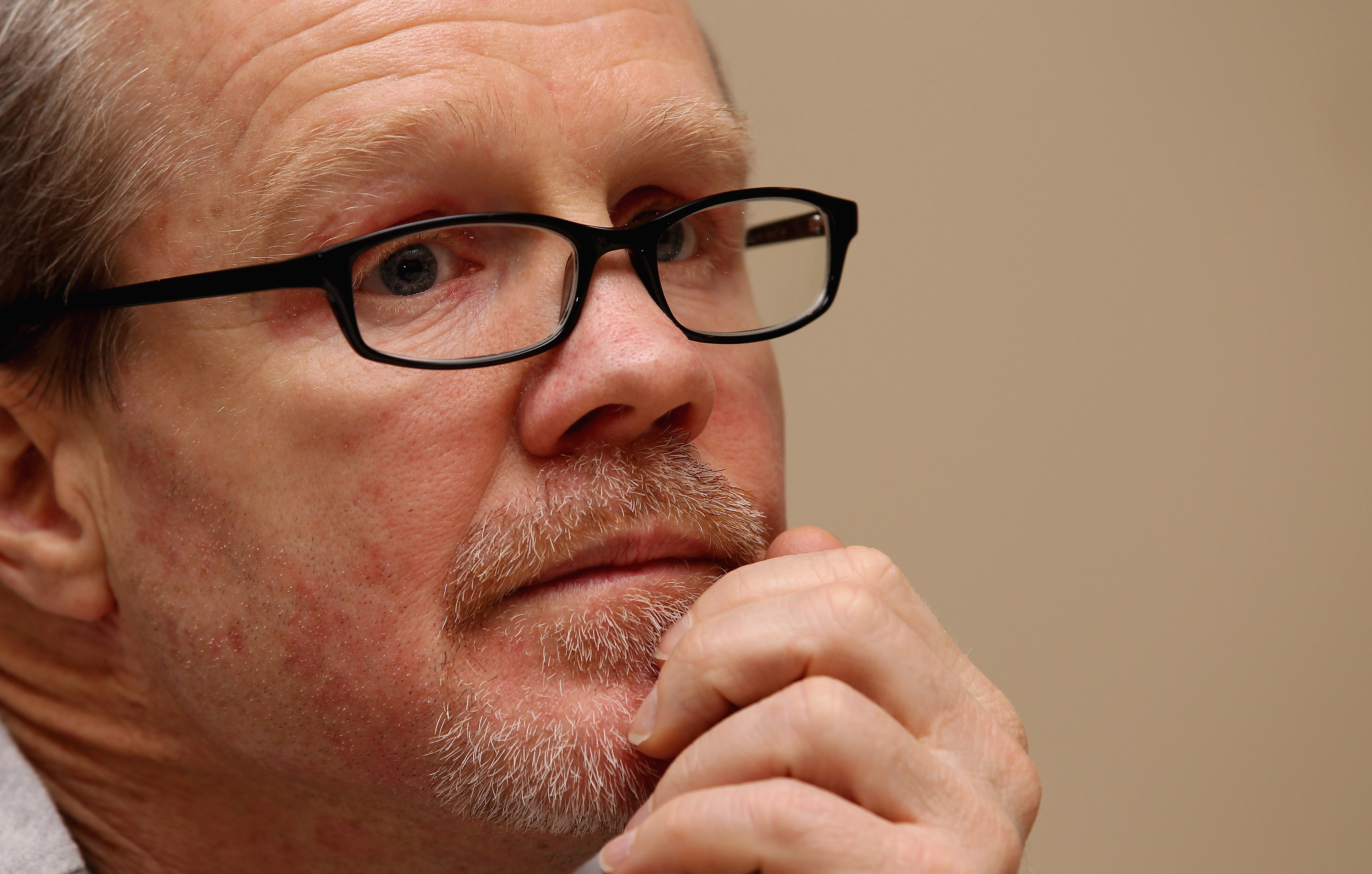 I have two wonderful articles highlighting Freddie Roach's desire to combat and dethrone Floyd Mayweather Jr.