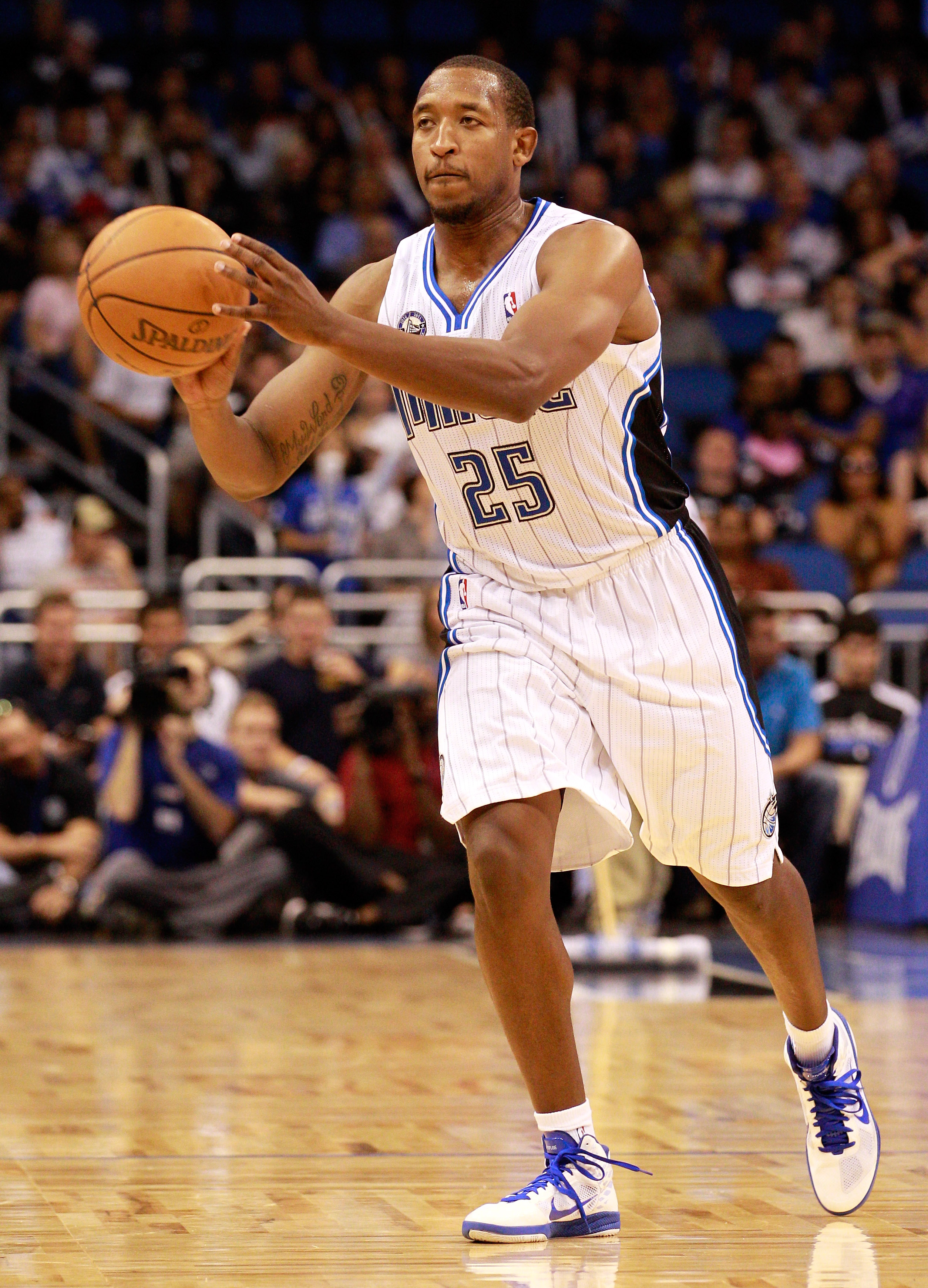 ORLANDO, FL - OCTOBER 10:  Chris Duhon #25 of the Orlando Magic passes the ball during the game against the New Orleans Hornets at Amway Arena on October 10, 2010 in Orlando, Florida. NOTE TO USER: User expressly acknowledges and agrees that, by downloadi