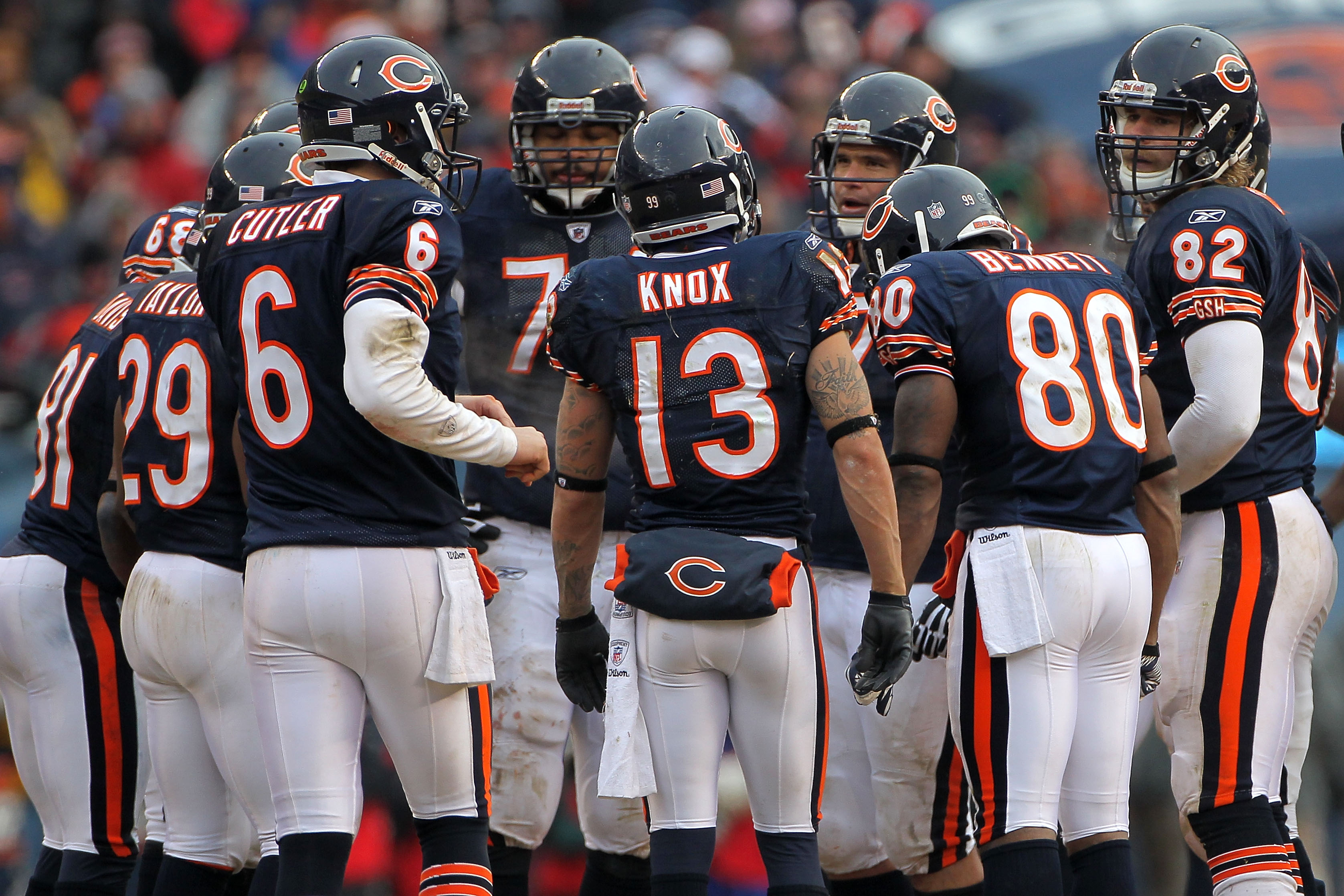 CHICAGO, IL - JANUARY 16:  Jay Cutler #6 of the Chicago Bears huddles with his team against the Seattle Seahawks in the 2011 NFC divisional playoff game at Soldier Field on January 16, 2011 in Chicago, Illinois.  (Photo by Doug Pensinger/Getty Images)