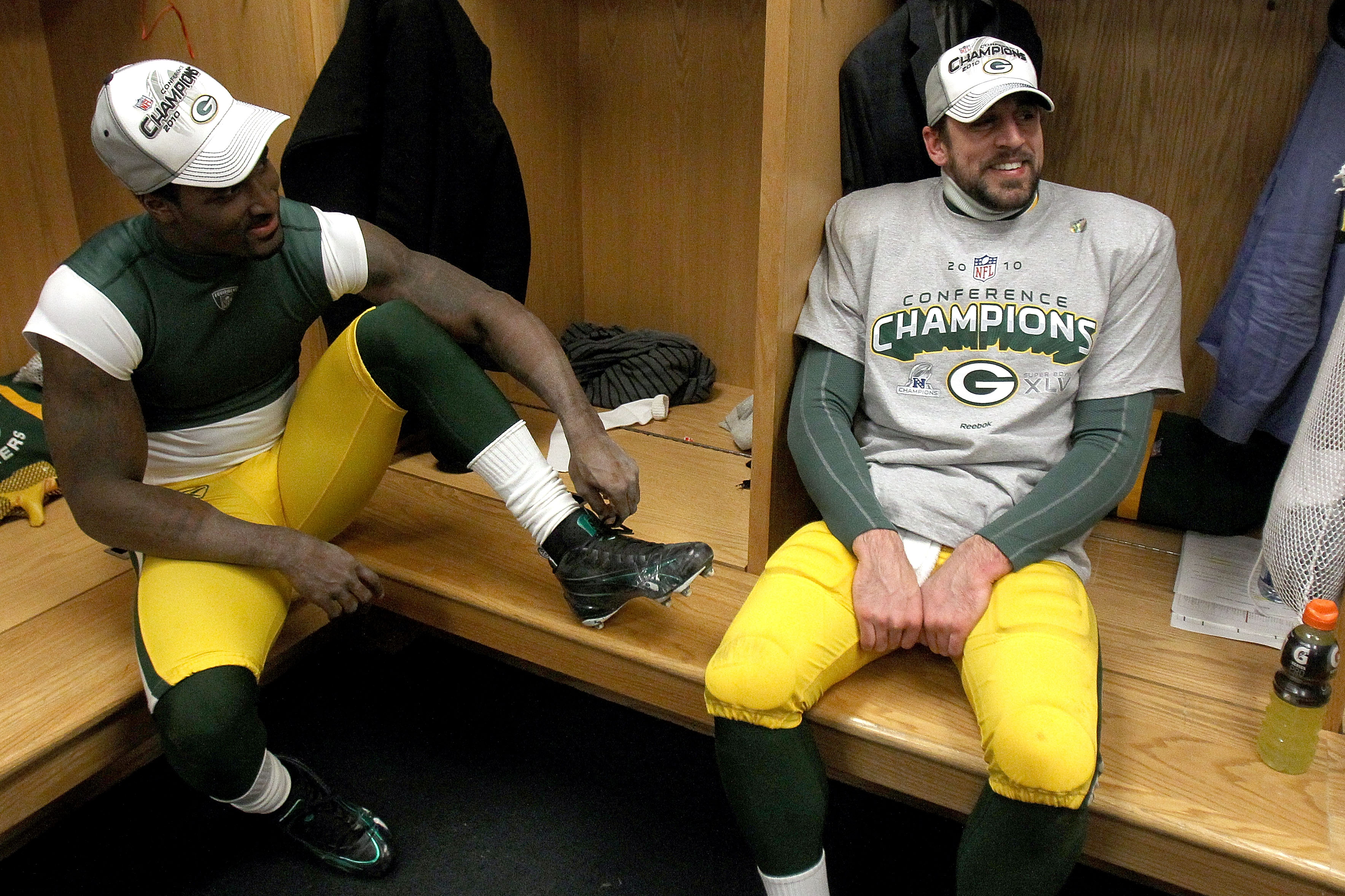 CHICAGO, IL - JANUARY 23:  (R-L) Quarterback Aaron Rodgers #12 and James Jones #89 of the Green Bay Packers celebrate the Packers 21-14 victory against the Chicago Bears in the NFC Championship Game at Soldier Field on January 23, 2011 in Chicago, Illinoi