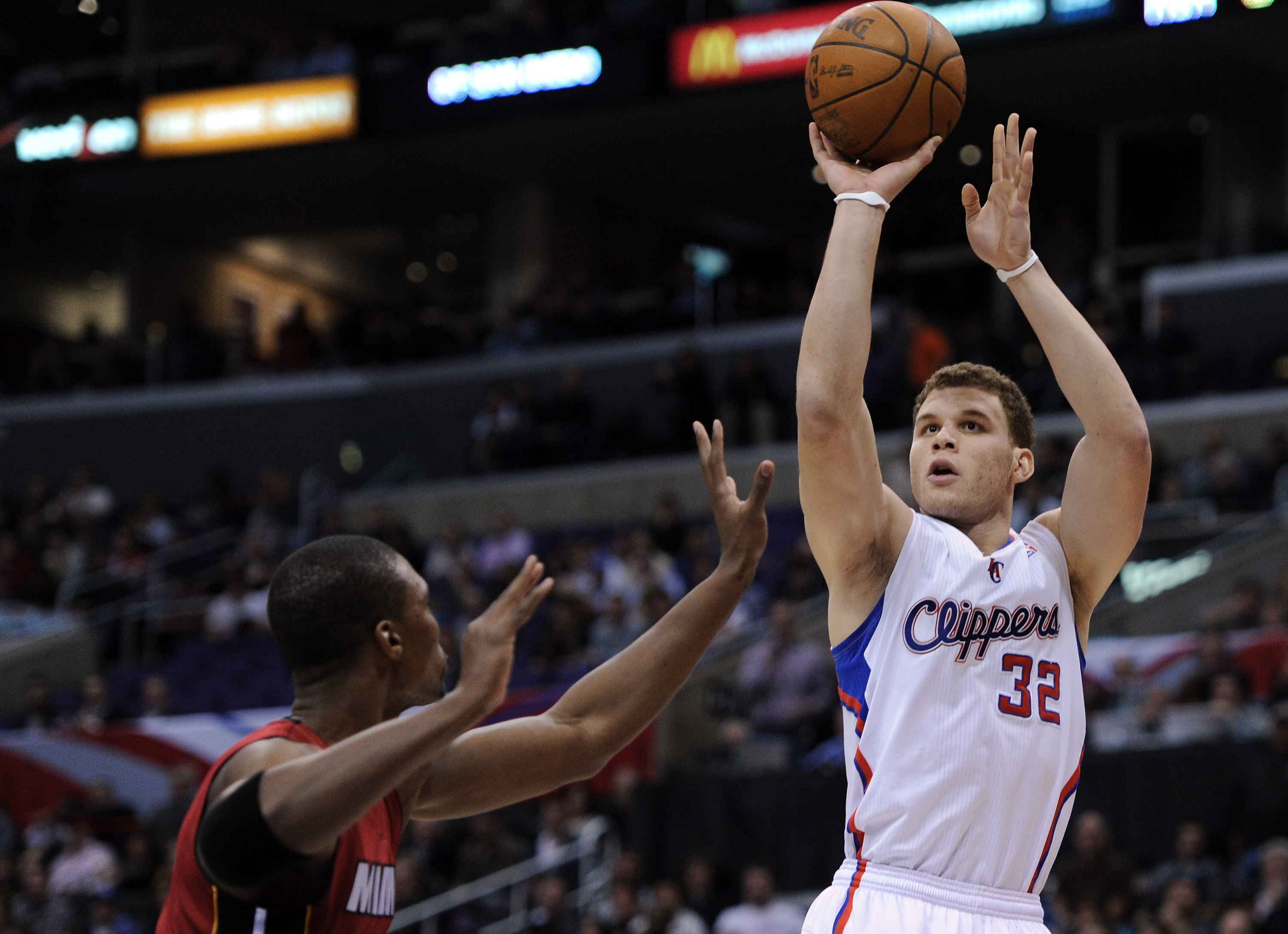 LOS ANGELES, CA - JANUARY 12:  Blake Griffin #32 of the Los Angeles Clippers shoots a jumper over Chris Bosh #1 of the Miami Heat at Staples Center on January 12, 2011 in Los Angeles, California.  NOTE TO USER: User expressly acknowledges and agrees that,