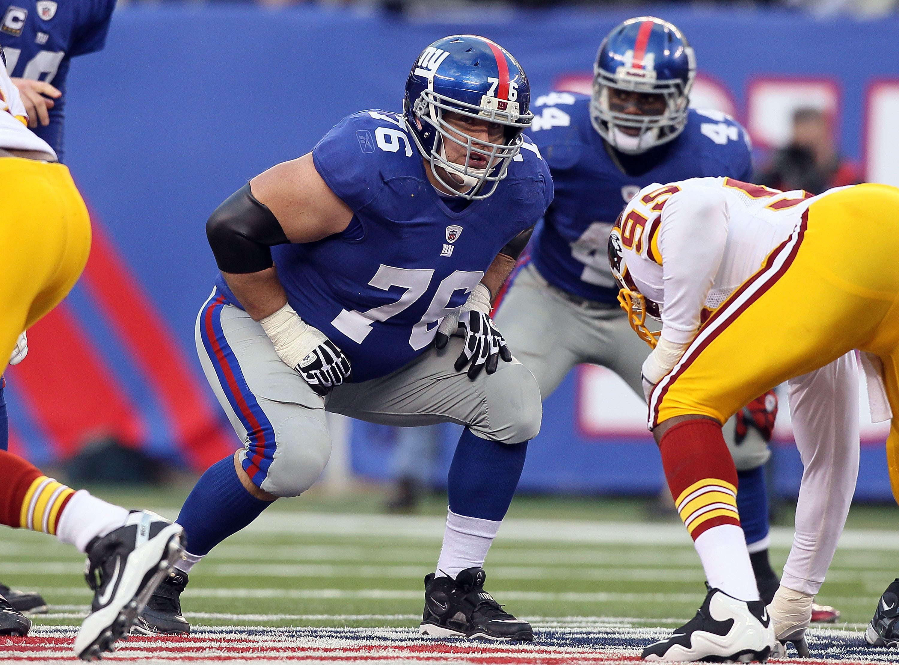 EAST RUTHERFORD, NJ - DECEMBER 05:  Chris Snee #76 of the New York Giants in action against the Washington Redskins on December 5, 2010 at the New Meadowlands Stadium in East Rutherford, New Jersey. The Giants defeated the Redskins 31-7.  (Photo by Jim Mc