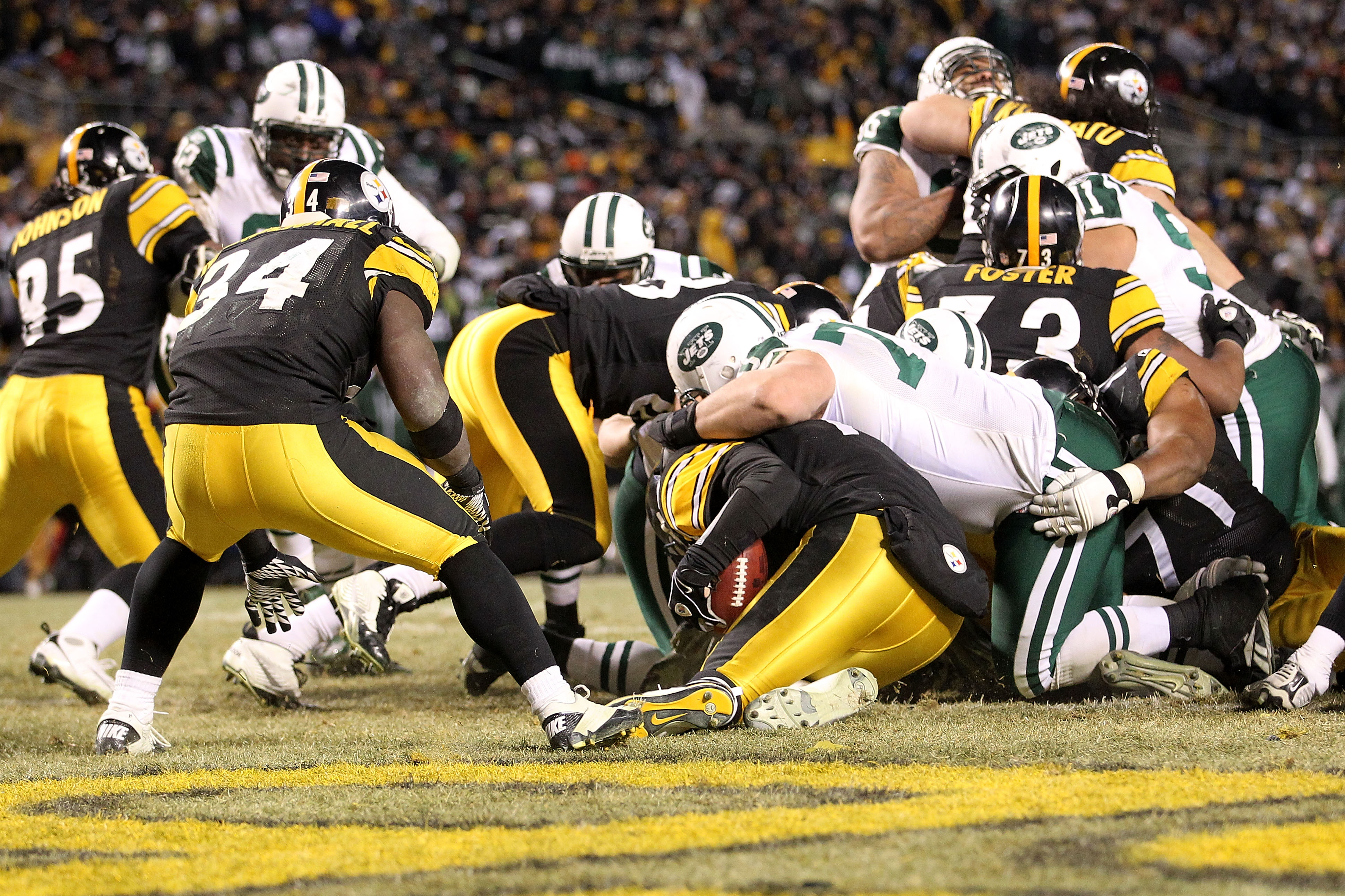 PITTSBURGH, PA - JANUARY 23:  Mike DeVito #70 of the New York Jets brings down Ben Roethlisberger #7 of the Pittsburgh Steelers for a fourth quarter safety during the 2011 AFC Championship game at Heinz Field on January 23, 2011 in Pittsburgh, Pennsylvani