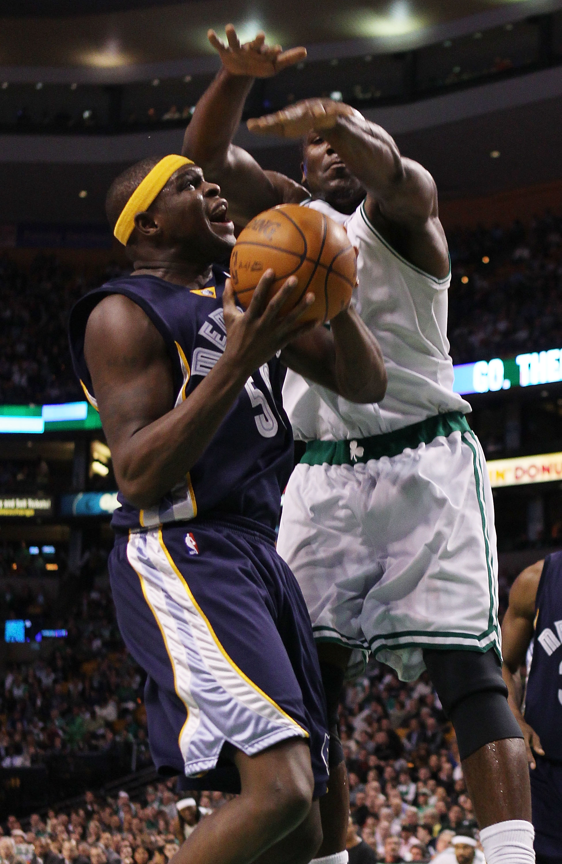 BOSTON - MARCH 10:  Zach Randolph #50 of the Memphis Grizzlies heads for the net as Kendrick Perkins #43 of the Boston Celtics defends on March 10, 2010 at the TD Garden in Boston, Massachusetts.  NOTE TO USER: User expressly acknowledges and agrees that,
