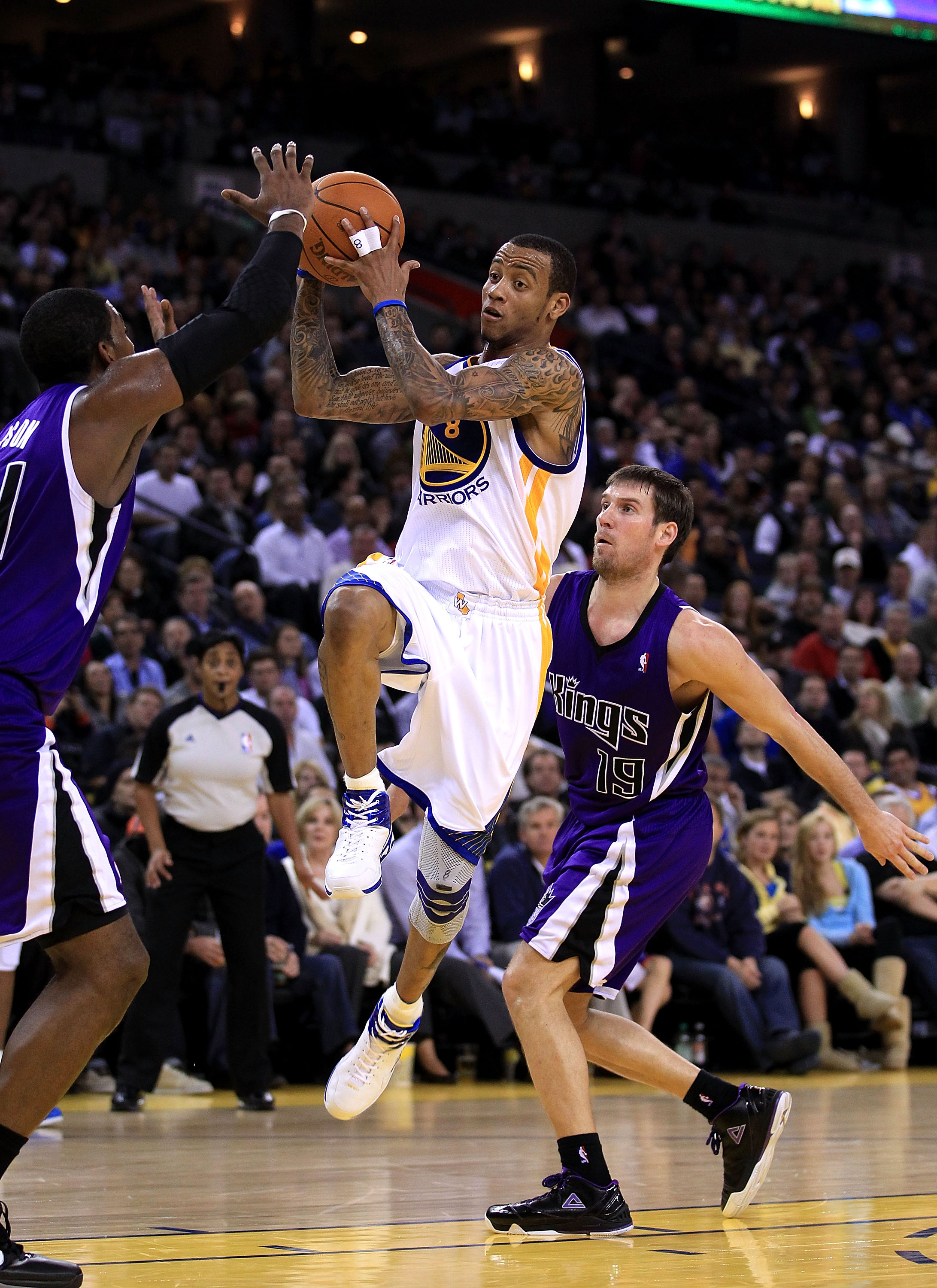 OAKLAND, CA - JANUARY 21:  Monta Ellis #8 of the Golden State Warriors drives to the basket during their game against the Sacramento Kings at Oracle Arena on January 21, 2011 in Oakland, California. NOTE TO USER: User expressly acknowledges and agrees tha