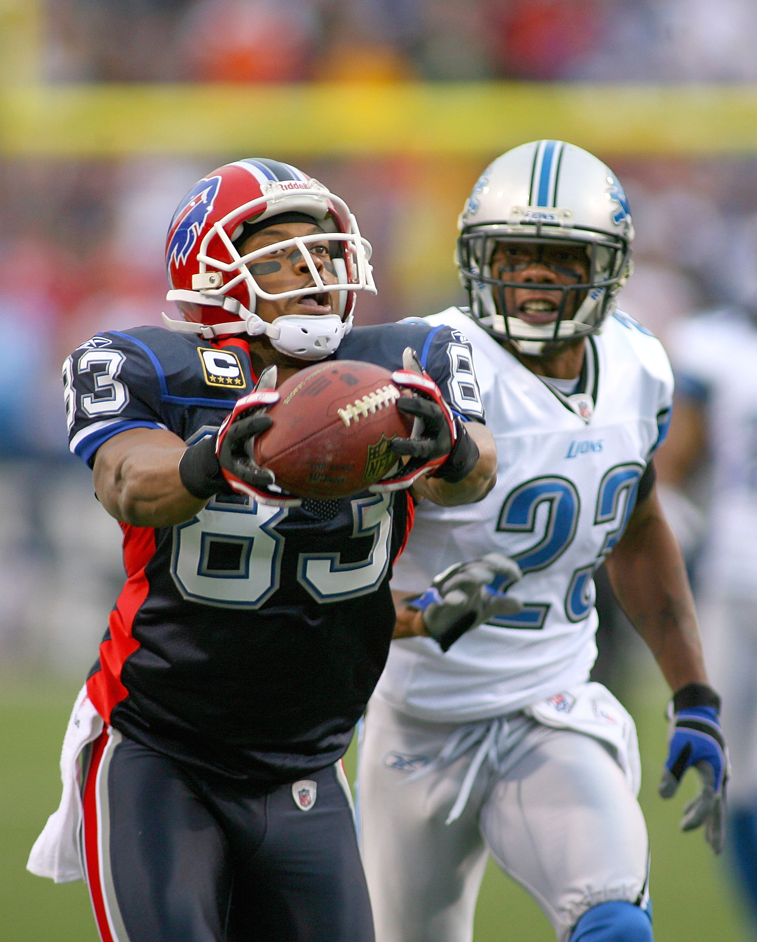 ORCHARD PARK, NY - NOVEMBER 14: Lee Evans #83  of the Buffalo Bills makes a finger tip catch against Chris Houston #23 of the Detroit Lions at Ralph Wilson Stadium on November 14, 2010 in Orchard Park, New York.  (Photo by Rick Stewart/Getty Images)