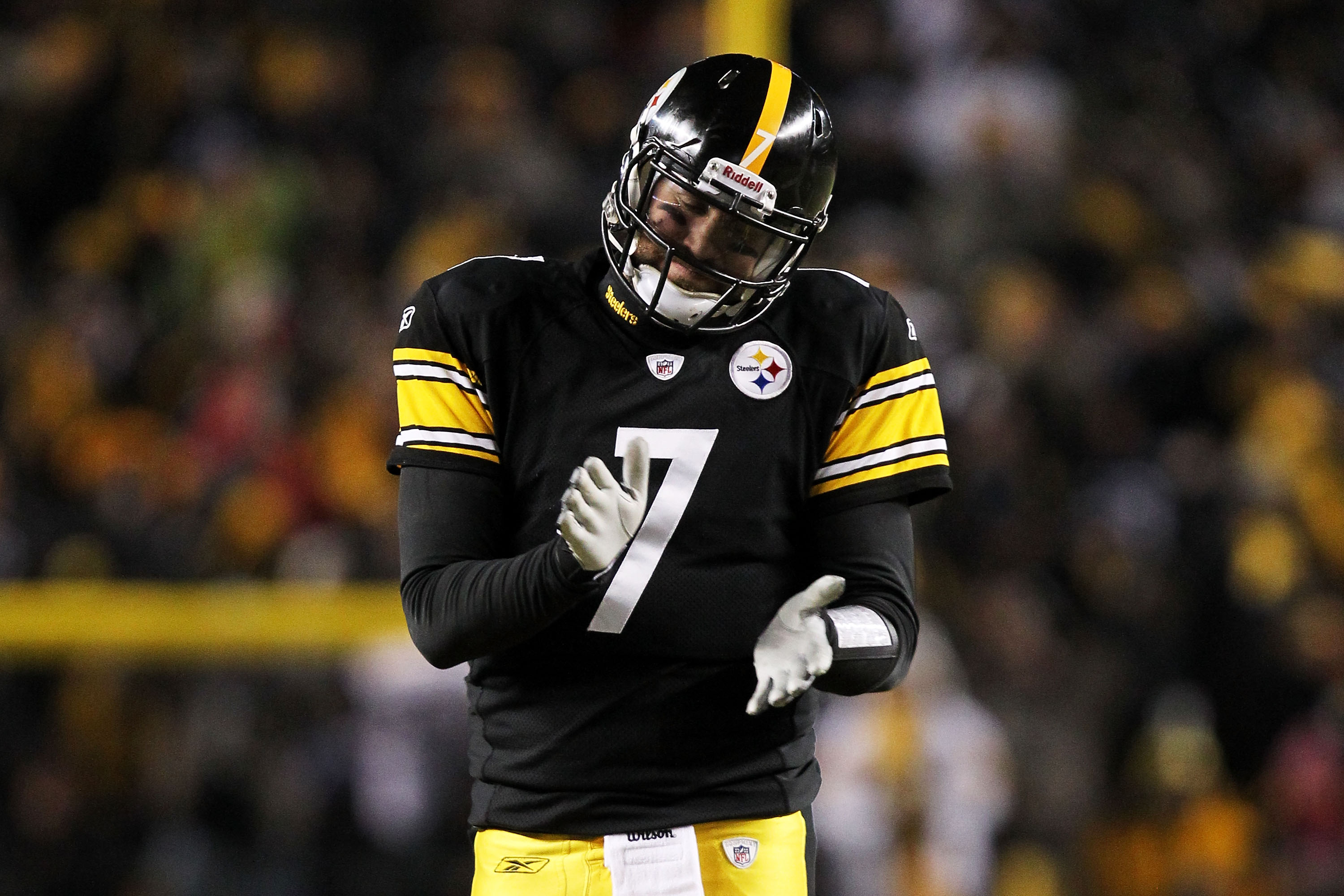 PITTSBURGH, PA - JANUARY 23:  Ben Roethlisberger #7 of the Pittsburgh Steelers reacts during their game against the New York Jets during the 2011 AFC Championship game at Heinz Field on January 23, 2011 in Pittsburgh, Pennsylvania.  (Photo by Ronald Marti